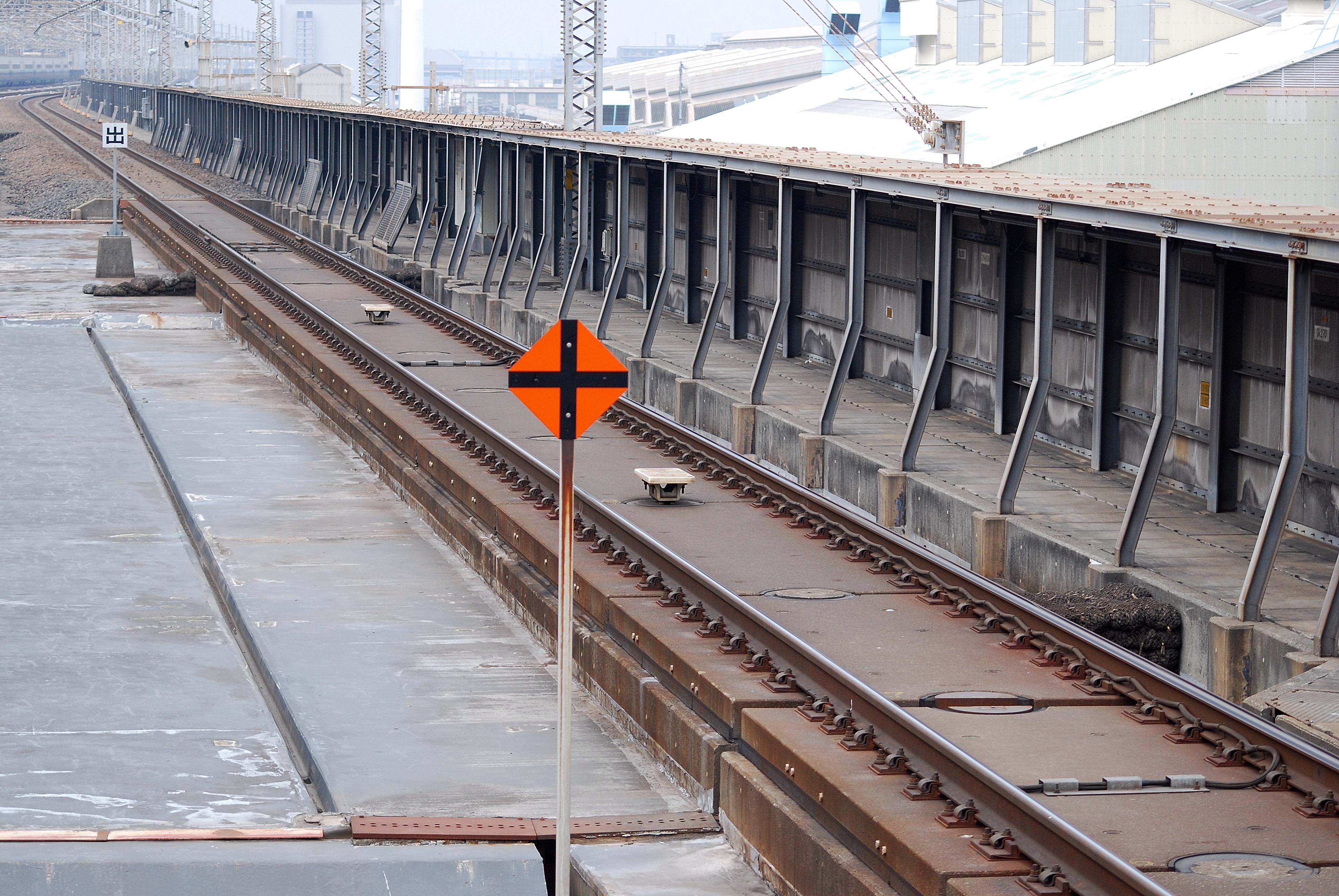 https://upload.wikimedia.org/wikipedia/commons/8/88/Shinkansen_ATC.JPG