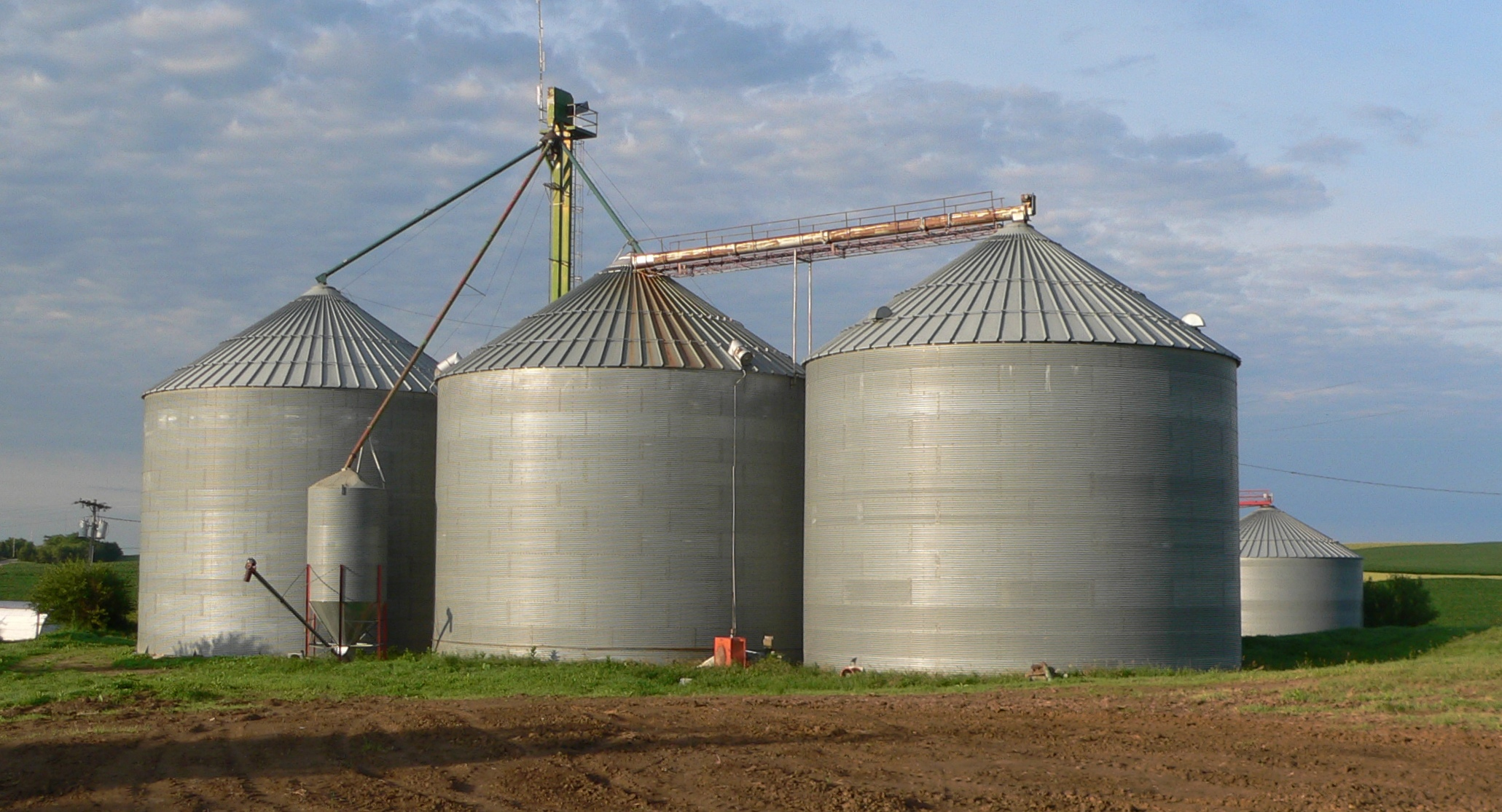 File:Sholes, Nebraska grain bins 1.JPG - Wikimedia Commons