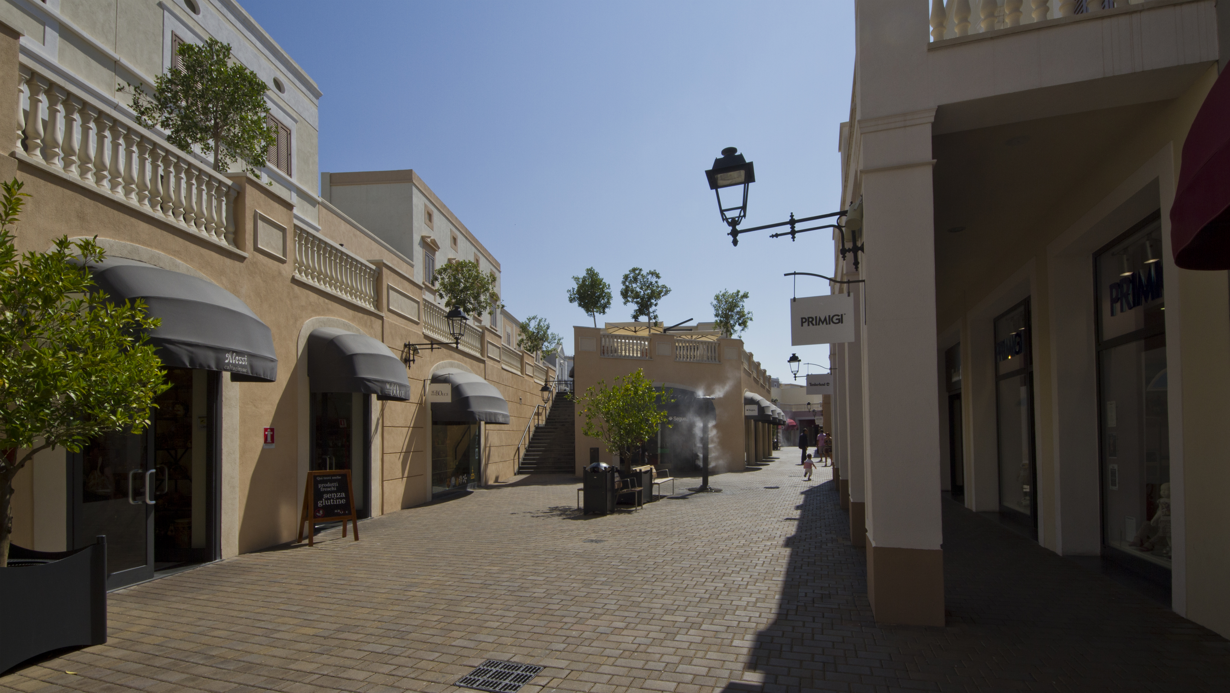 File:Sicilia outlet village - panoramio.jpg - Wikimedia Commons