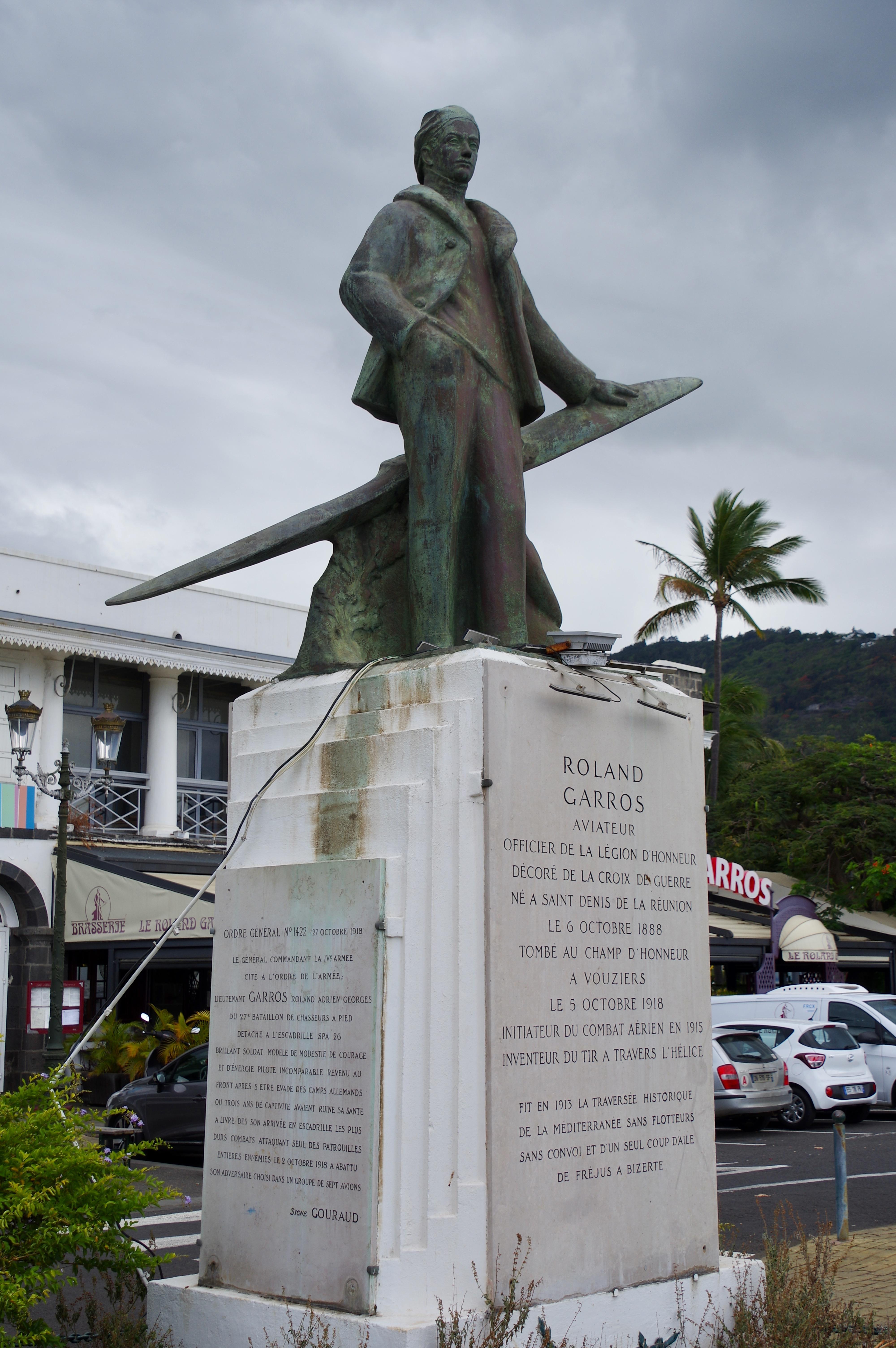 File Statue De Roland Garros Saint Denis De La Reunion Jpg