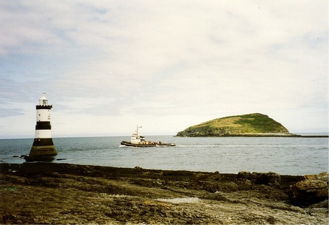 Tugboat negotiating passage between Penmon Point and Puffin Island - geograph.org.uk - 337471