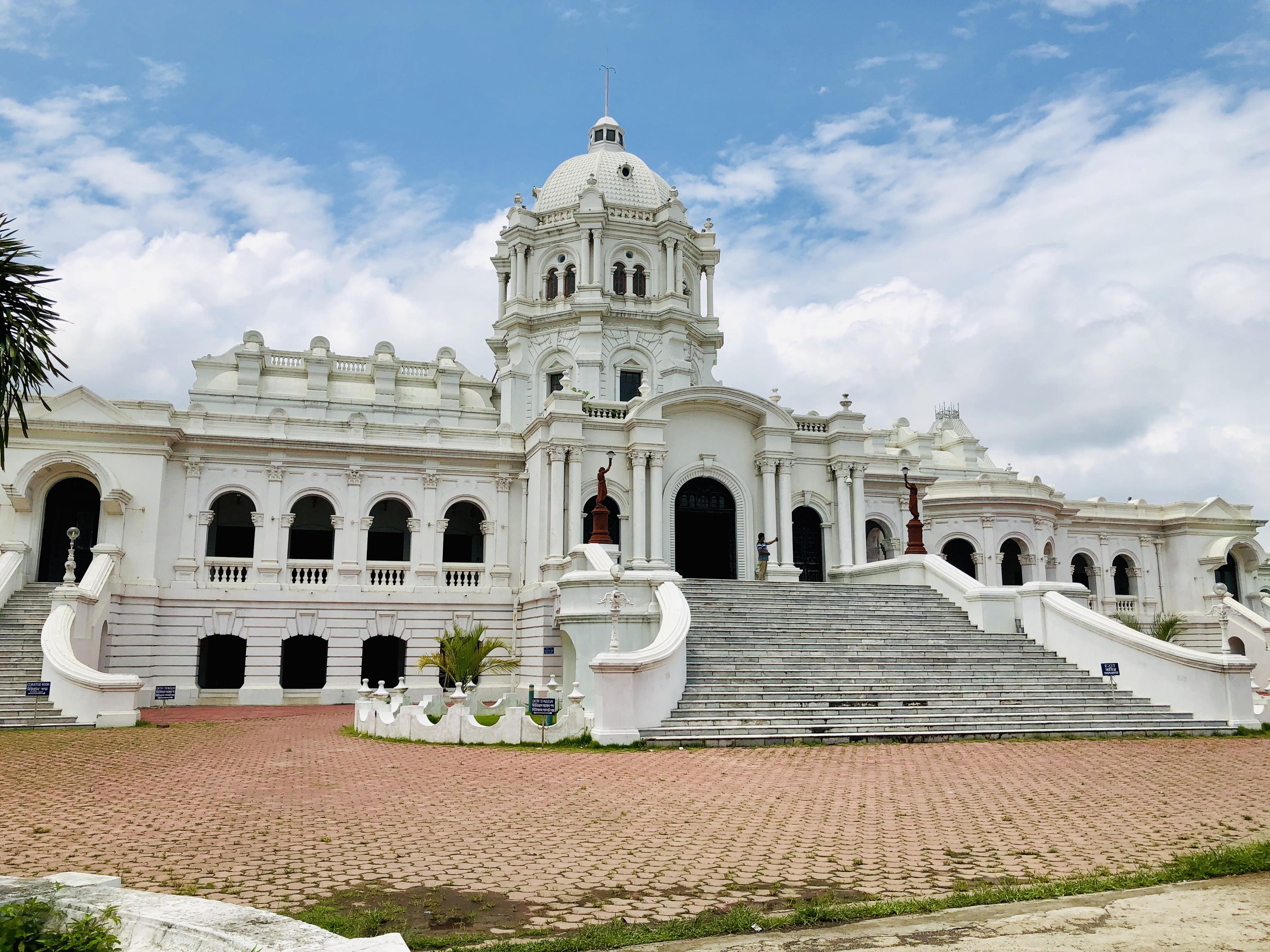 Ujjayanta Palace - Wikipedia