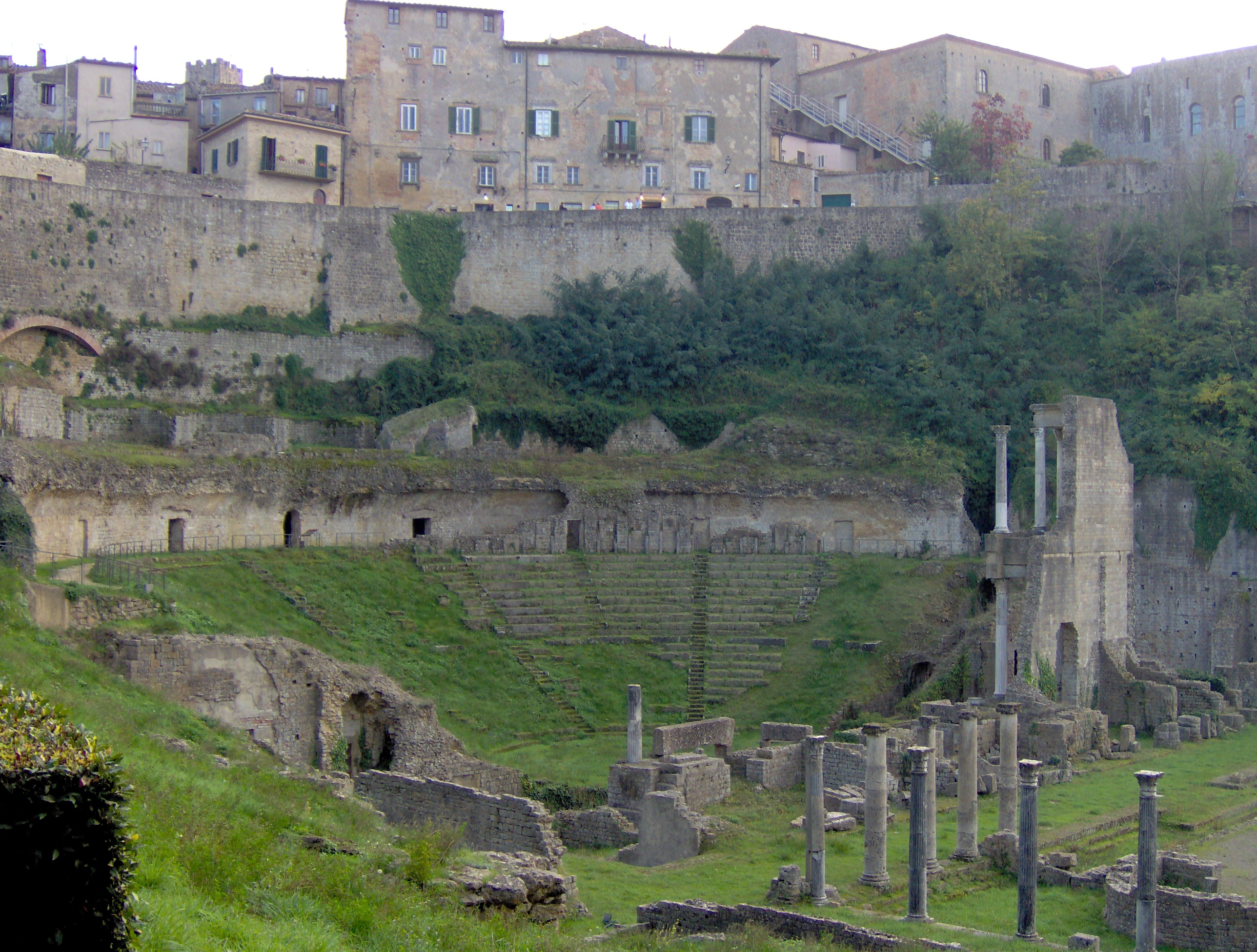 Volterra Italy  city images : Volterra ruines 2 Wikimedia Commons