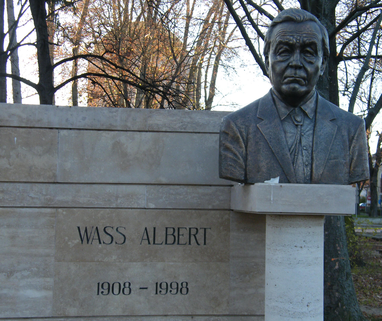 Imagini pentru statui ale lui Wass Albert,