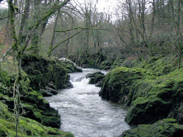 File:Waterfall on Afon Sawdde - geograph.org.uk - 347718.jpg