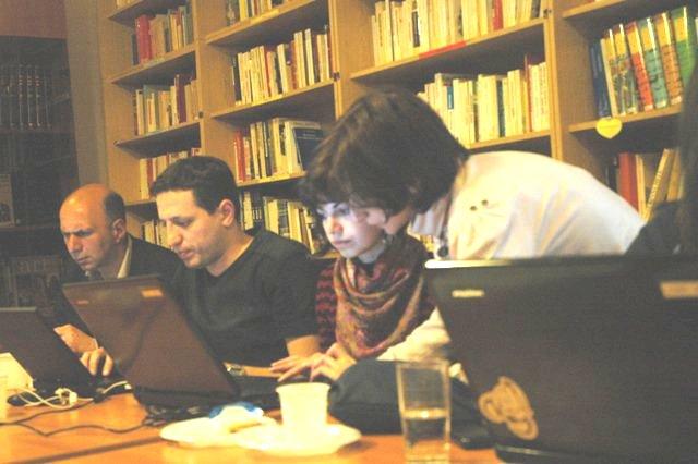 https://upload.wikimedia.org/wikipedia/commons/8/88/Workshop_2011.1.jpg