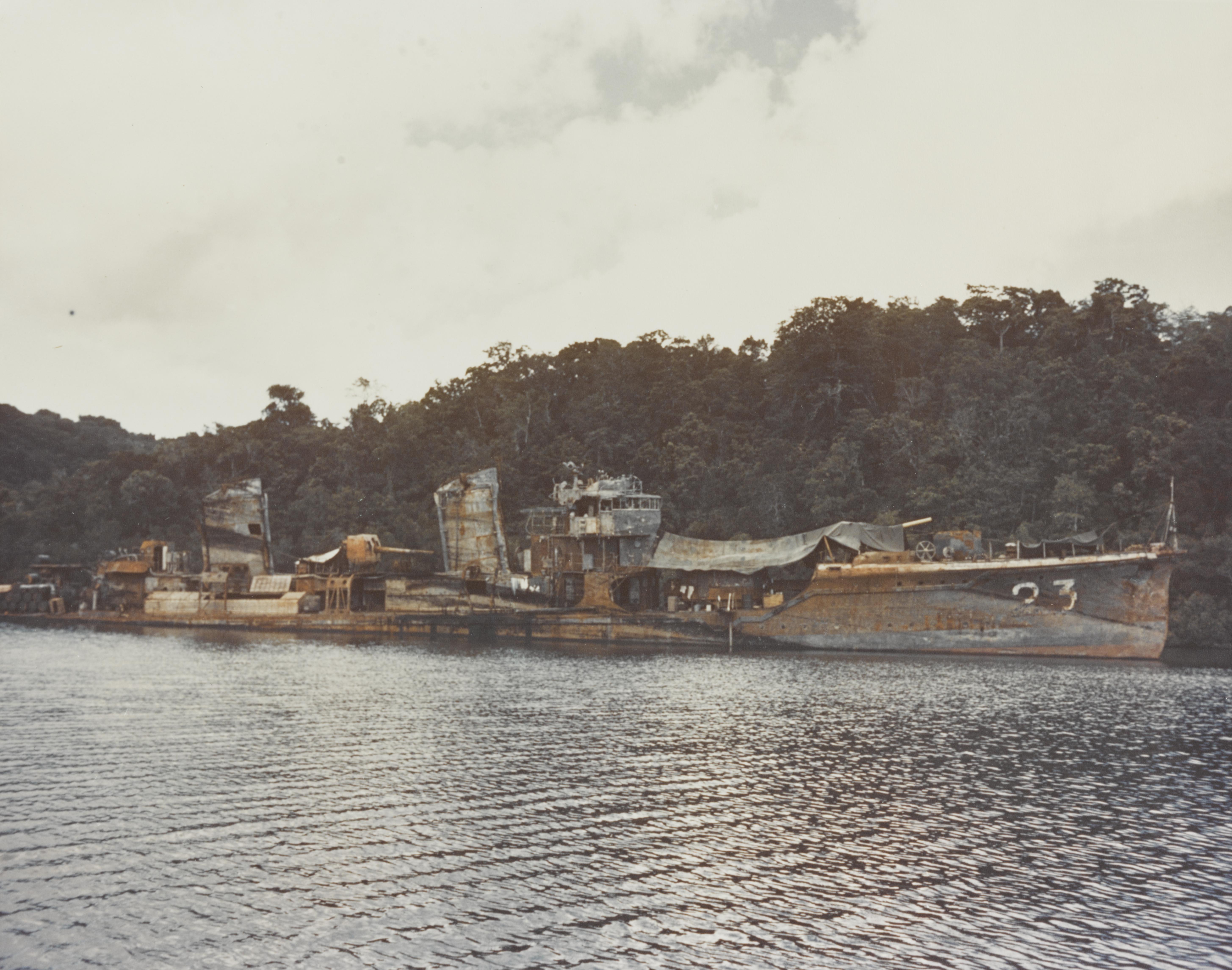 http://upload.wikimedia.org/wikipedia/commons/8/88/Wreck_of_Japanese_destroyer_Kikuzuki_02_in_1944.jpg