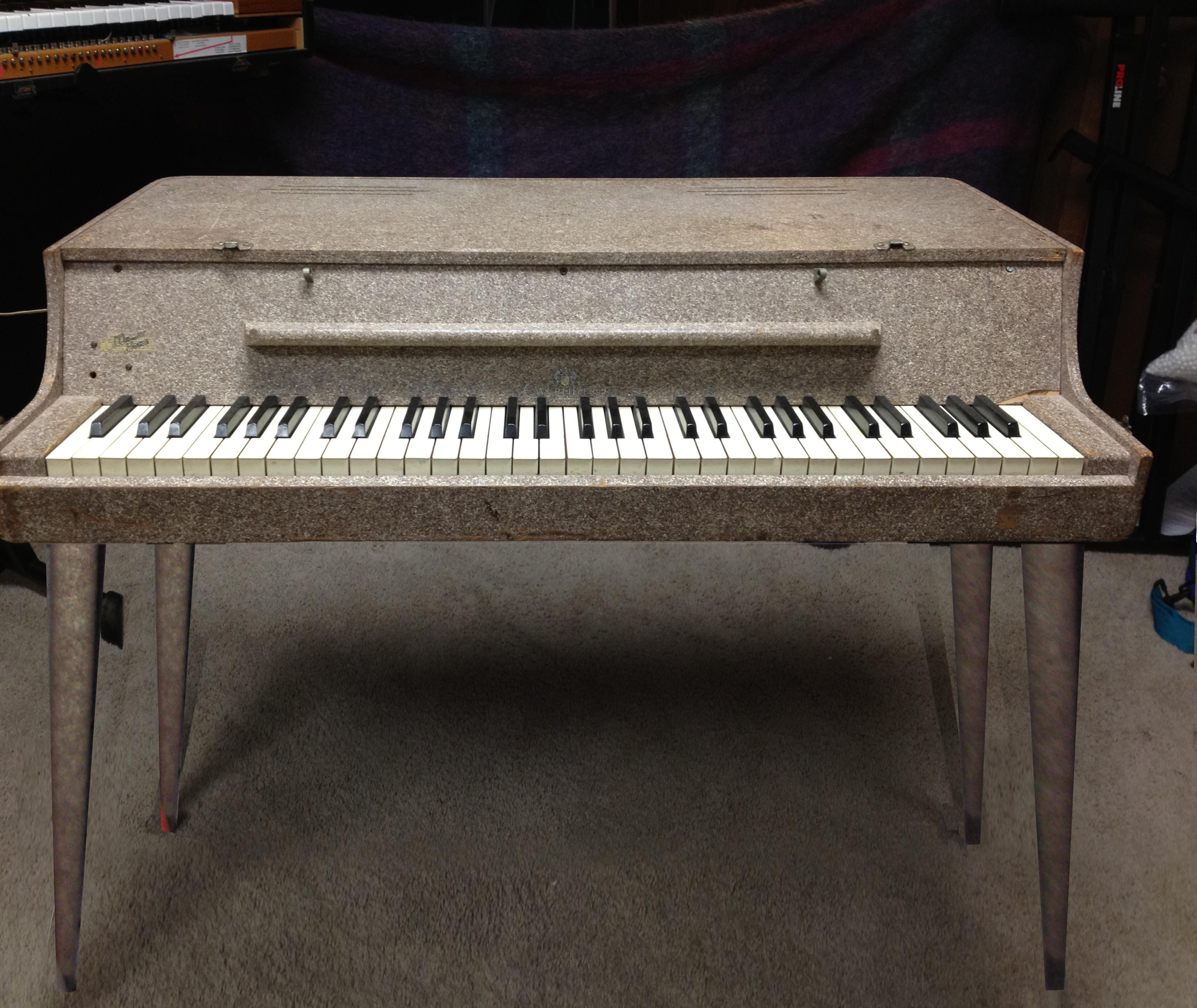 File:Wurlitzer Electronic Piano model 112 (with original