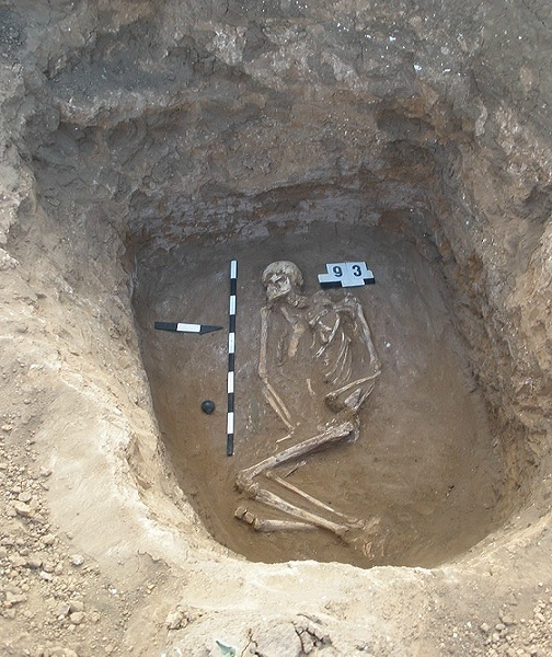 File:Yamna culture tomb.jpg