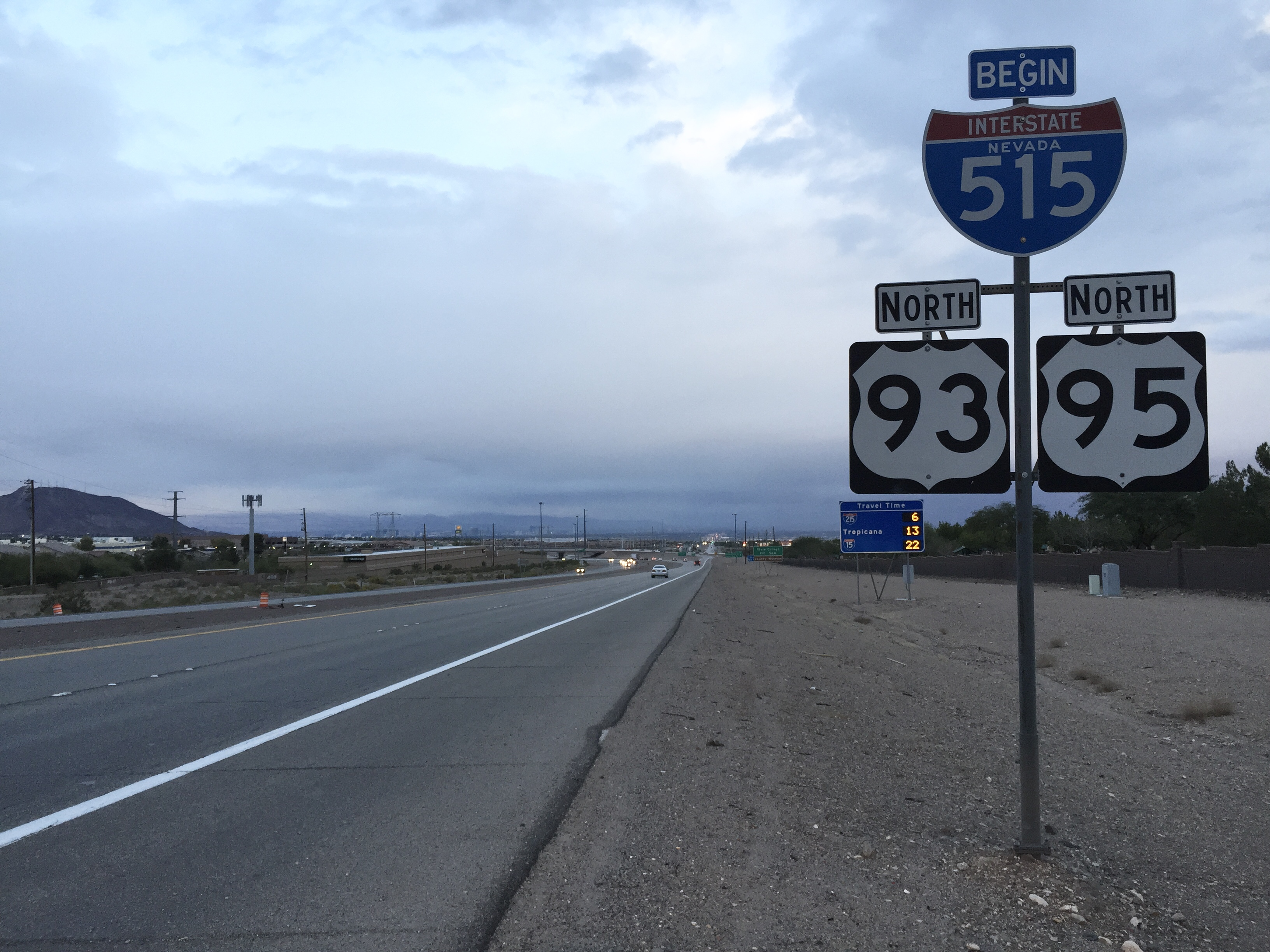 File:2015-11-04 06 17 05 View north along U S  Routes 93 and 95 at