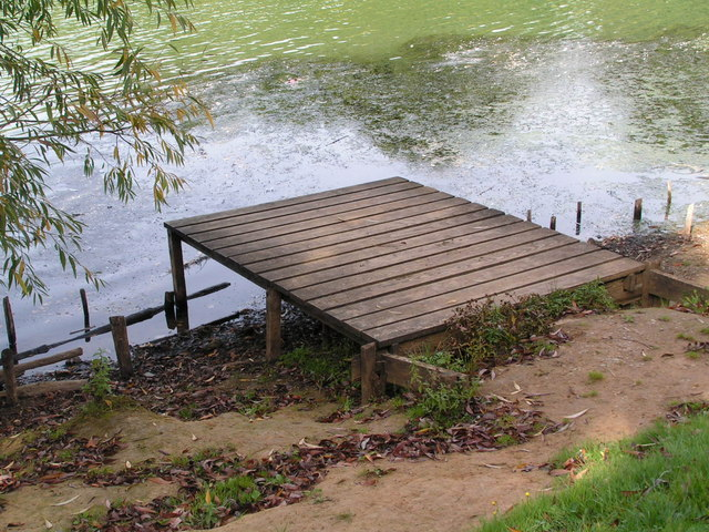 A fishing platform, Barden Lake, Haysden Country Park. - geograph.org.uk - 1051141