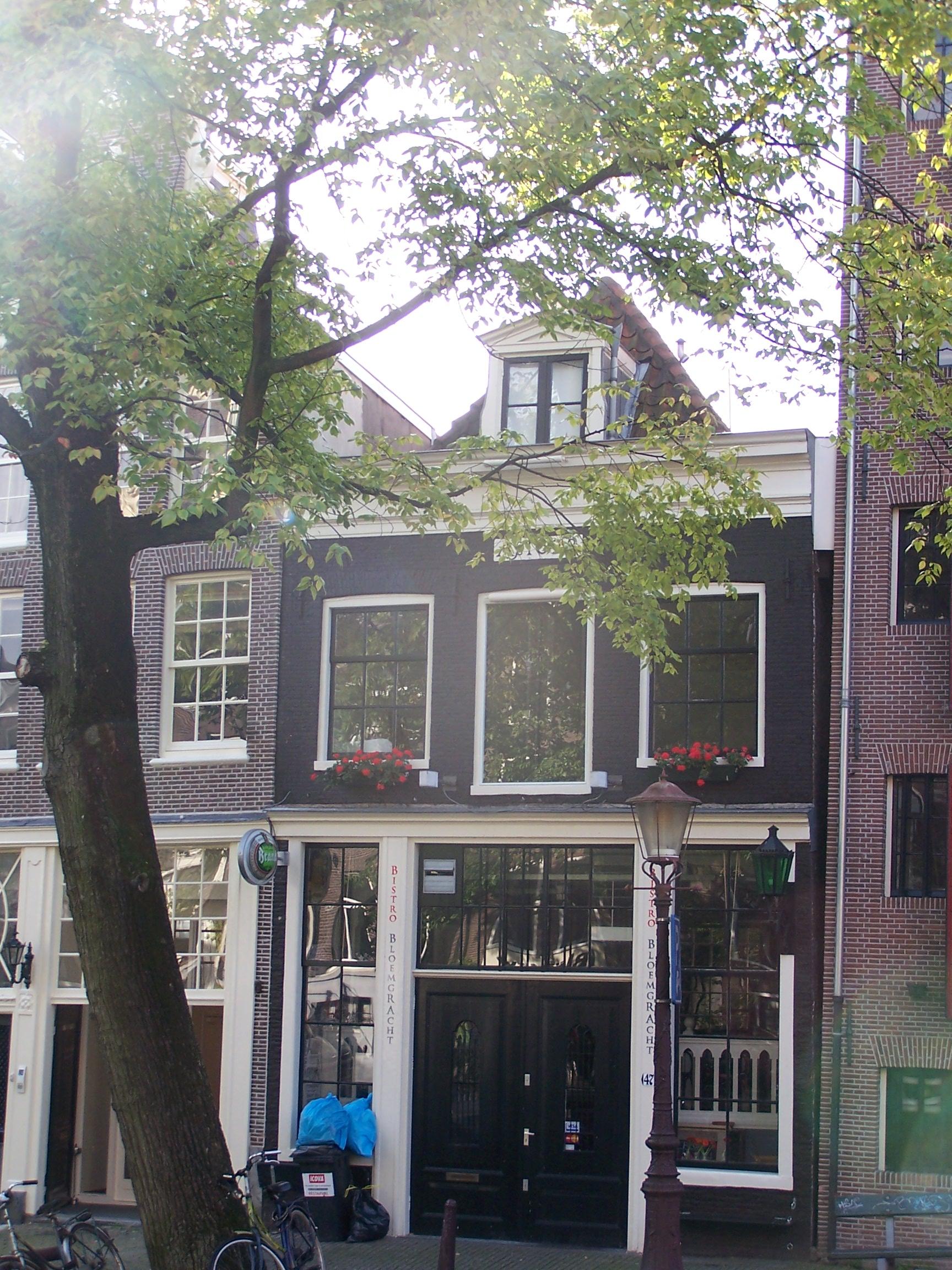 Huis met gevel onder rechte lijst in amsterdam monument - Provencaalse huis gevel ...