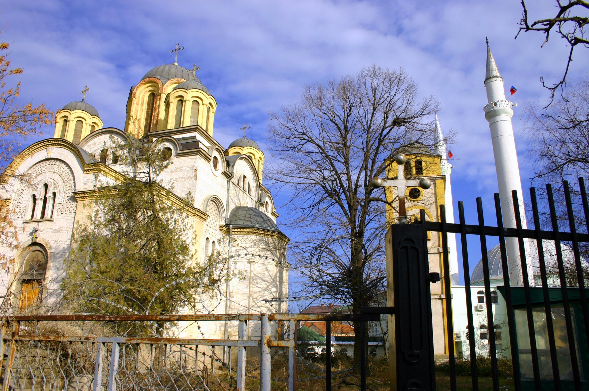 Islam und Christentum in unmittelbarer Nachbarschaft in Ferizaj