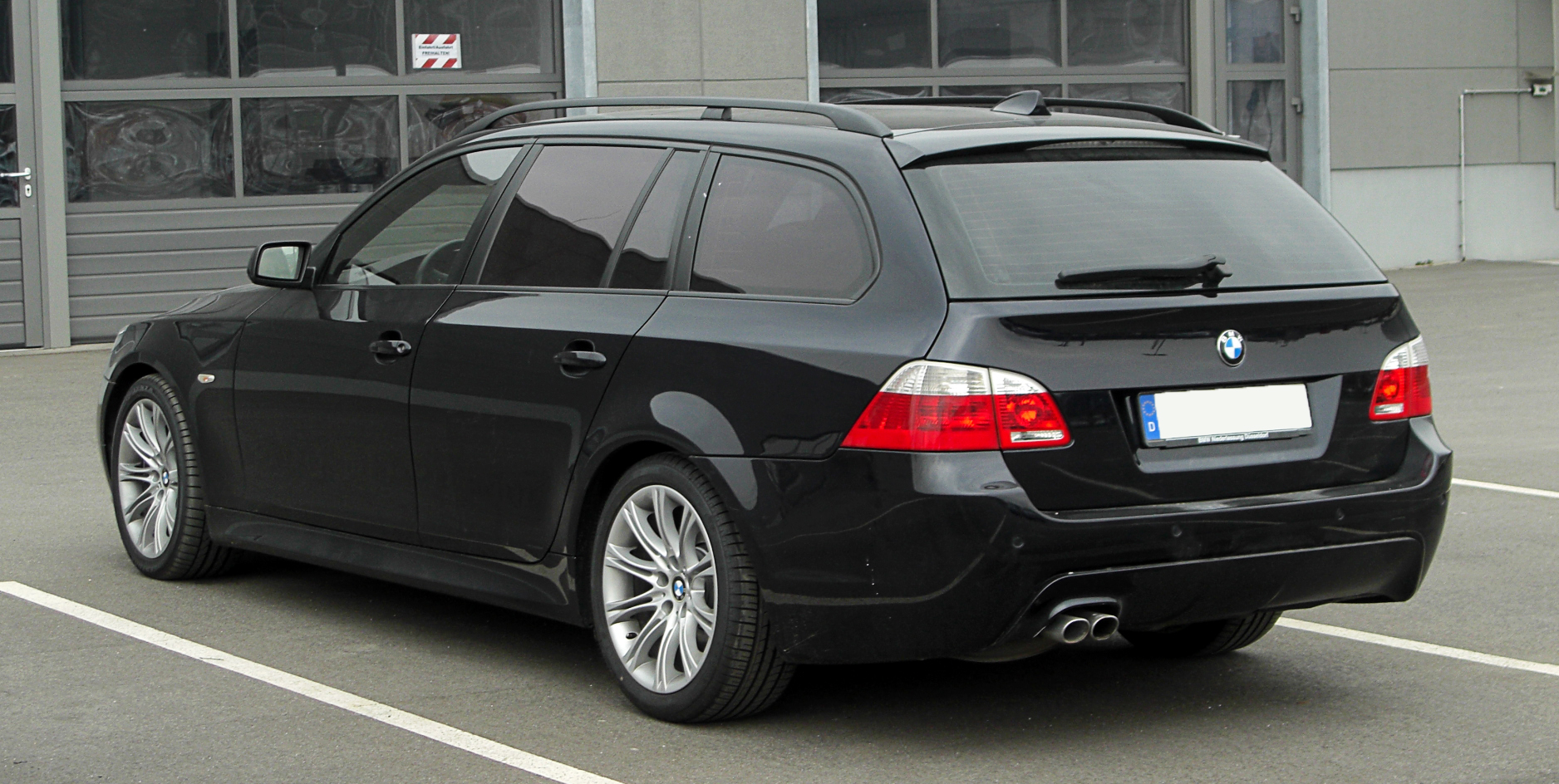 file bmw 5er touring e61 heckansicht 26 m rz 2011 d wikimedia commons. Black Bedroom Furniture Sets. Home Design Ideas