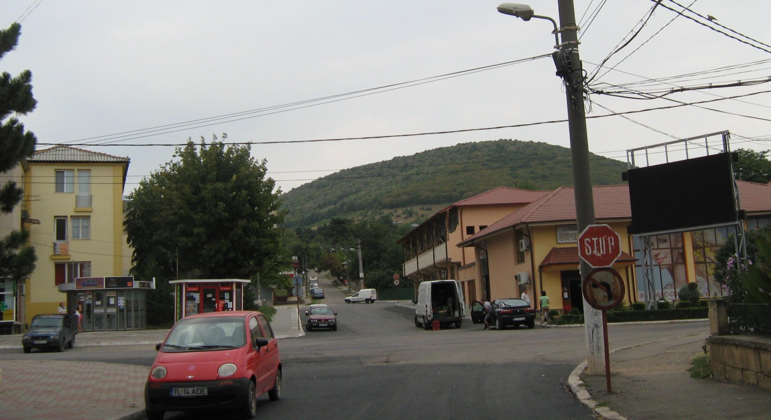 File:Babadag vedere de ansamblu.jpg - Wikimedia Commons