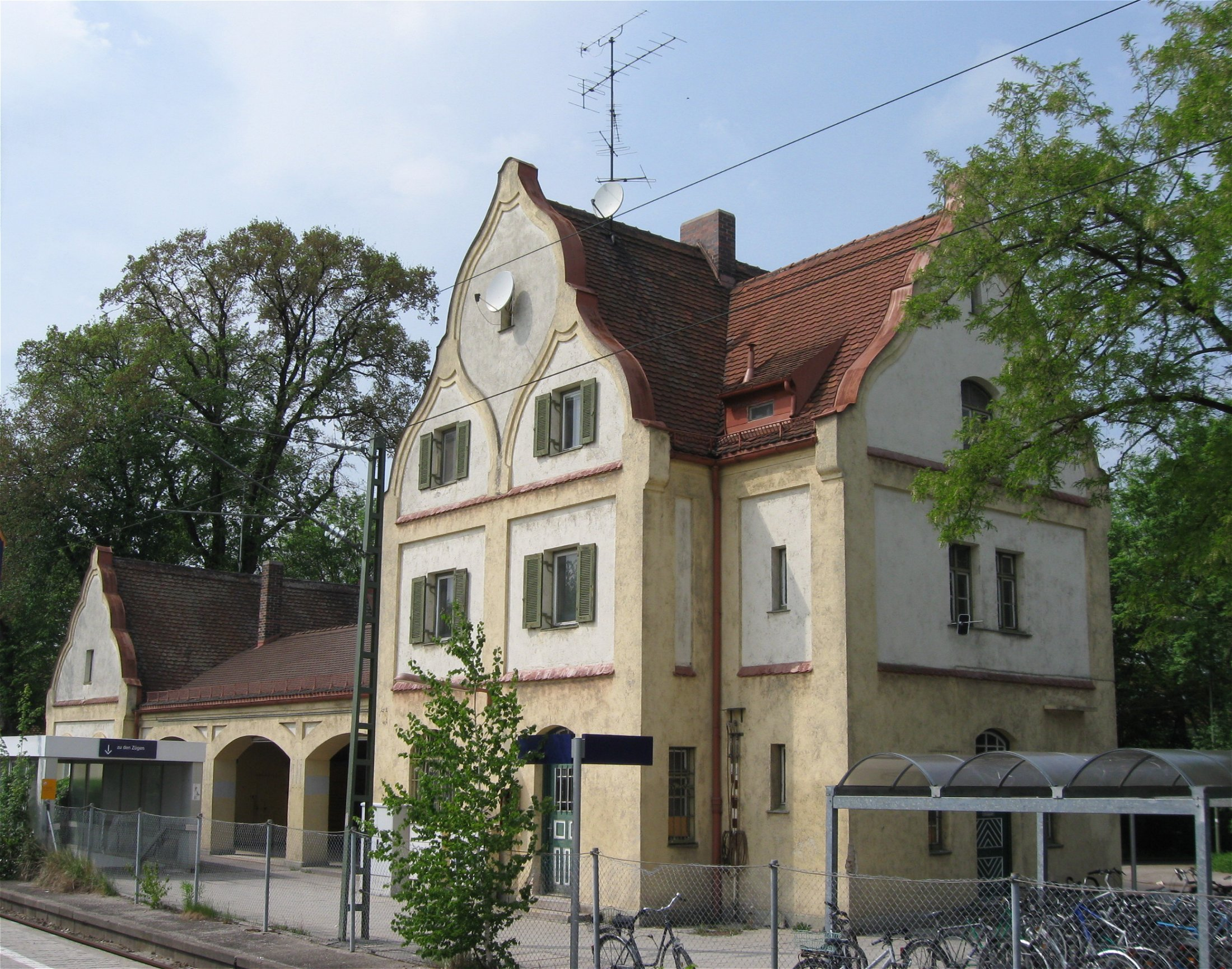 File Bahnhof Perlach 1 Wikimedia mons