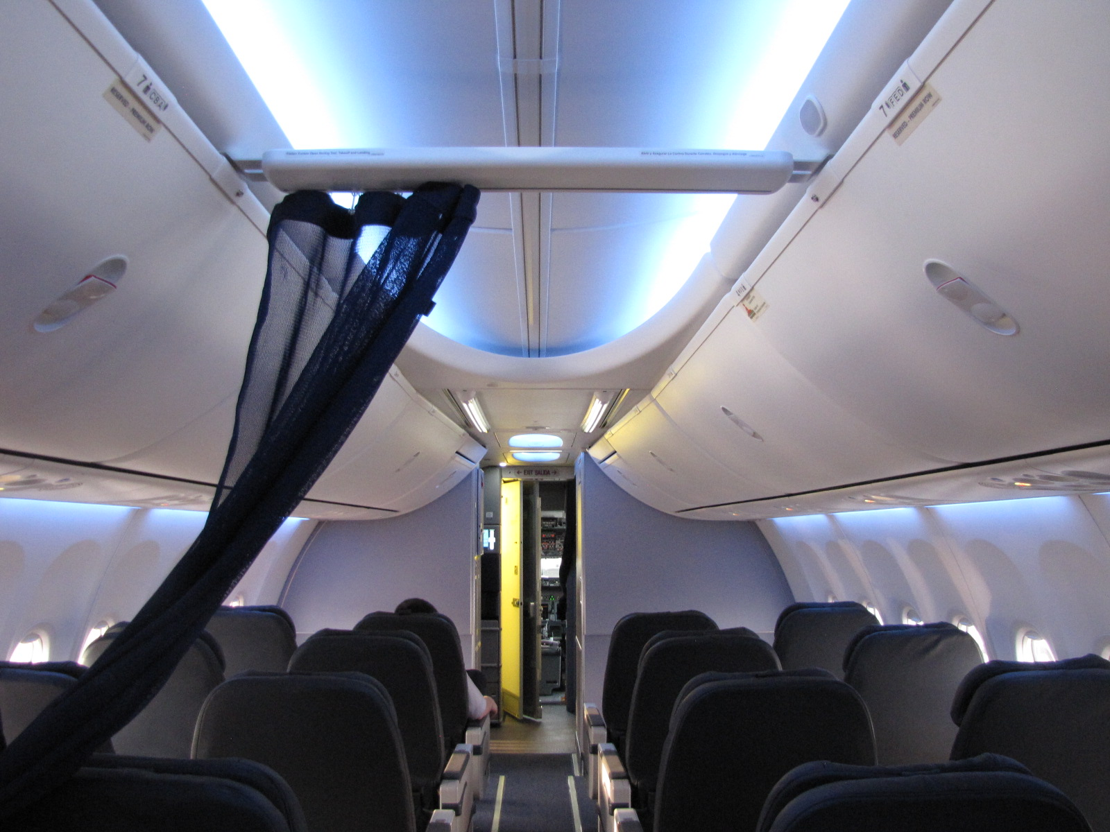 File:Boeing 737 Next Generation Sky Interior First