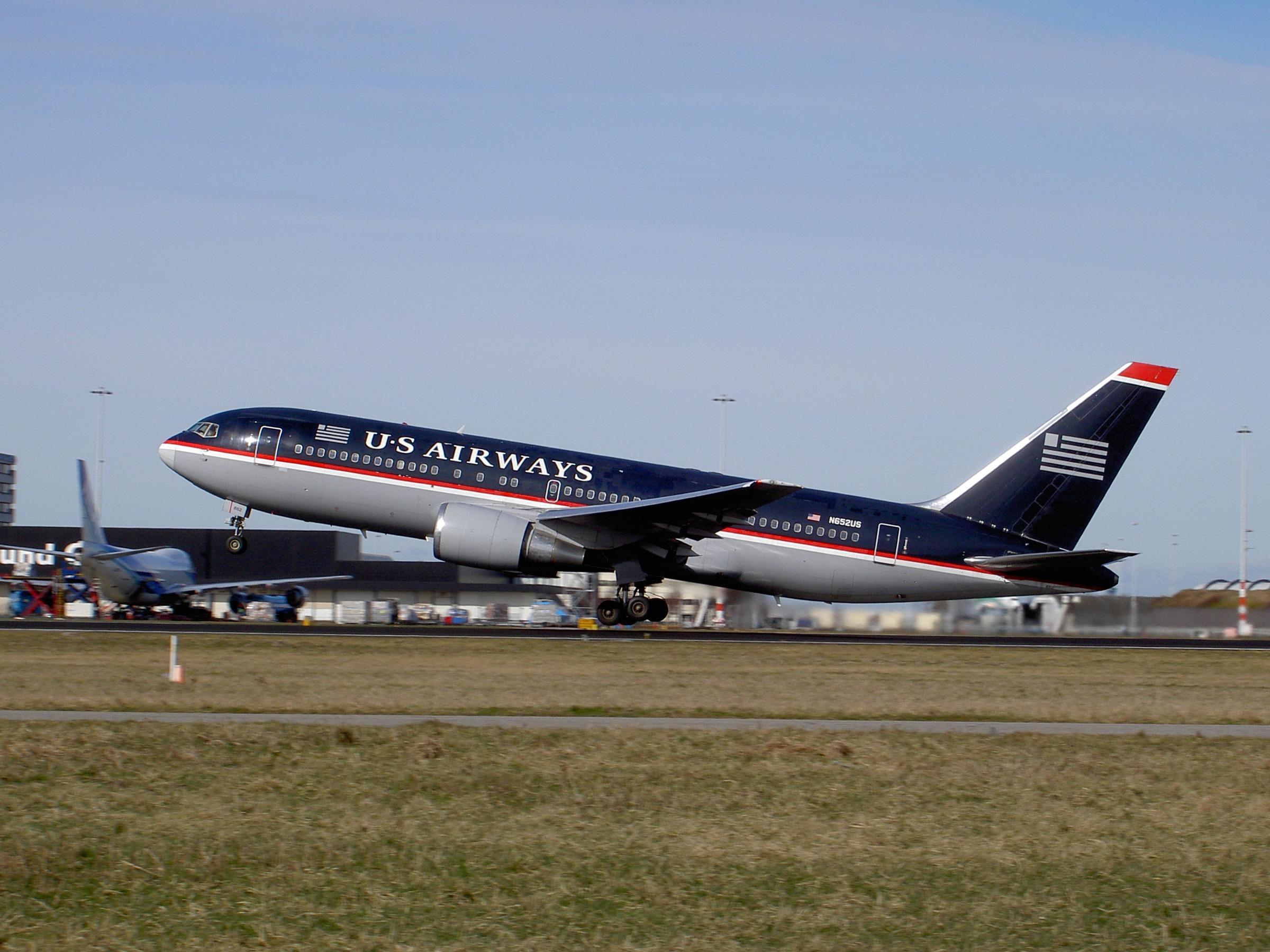 File:Boeing 767-2B7(ER) US Airways N652US.jpg - Wikimedia ...: https://commons.wikimedia.org/wiki/File:Boeing_767-2B7(ER)_US_Airways_N652US.jpg