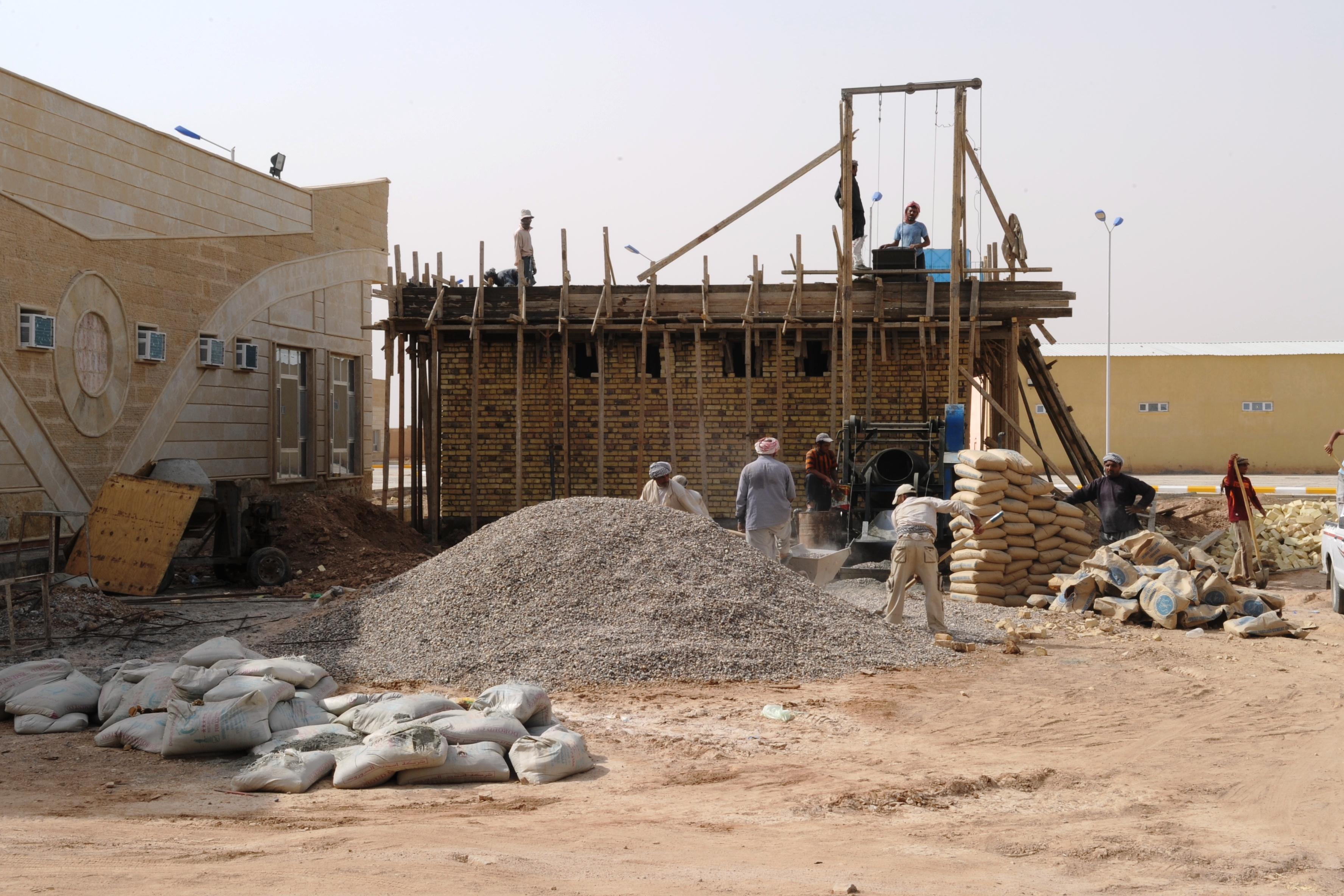 File building construction in iraq jpg wikimedia commons for House contractor