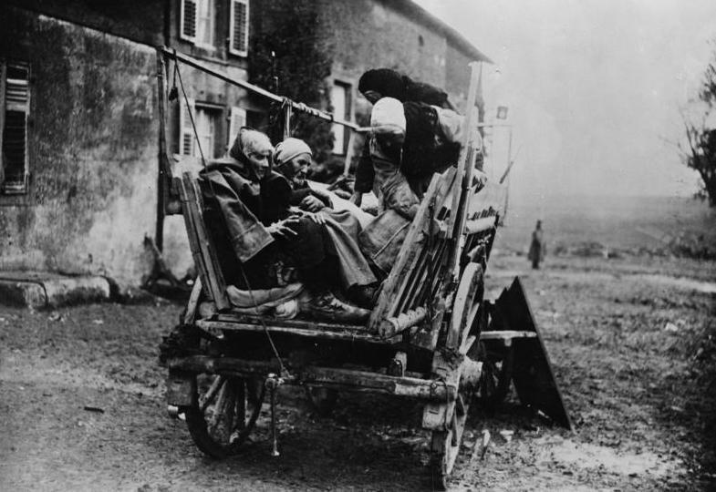 Französische Bauernfamilie auf der Flucht, 1914