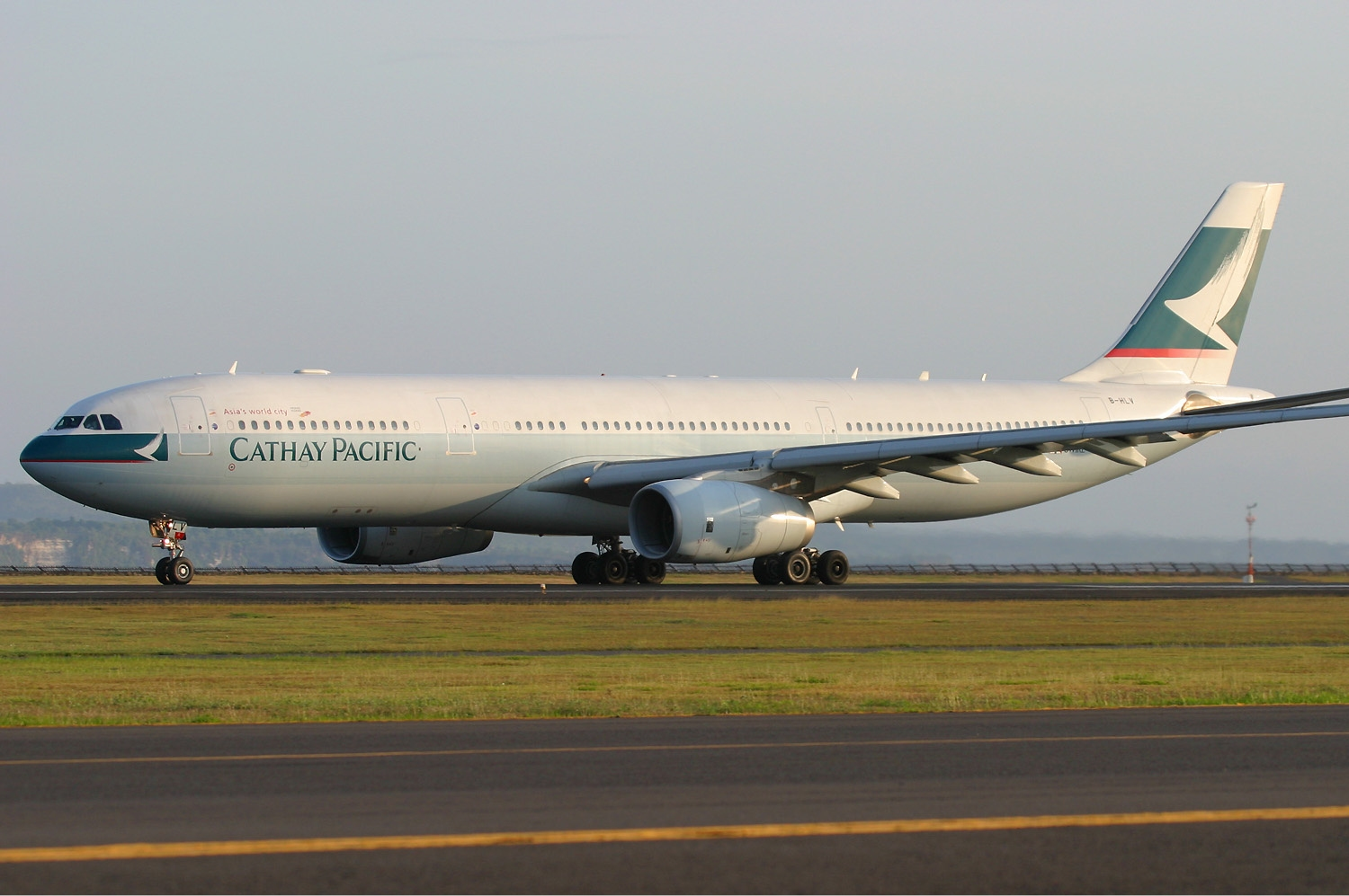 File:Cathay Pacific Airbus A330-343X Pichugin-1.jpg - Wikimedia ...