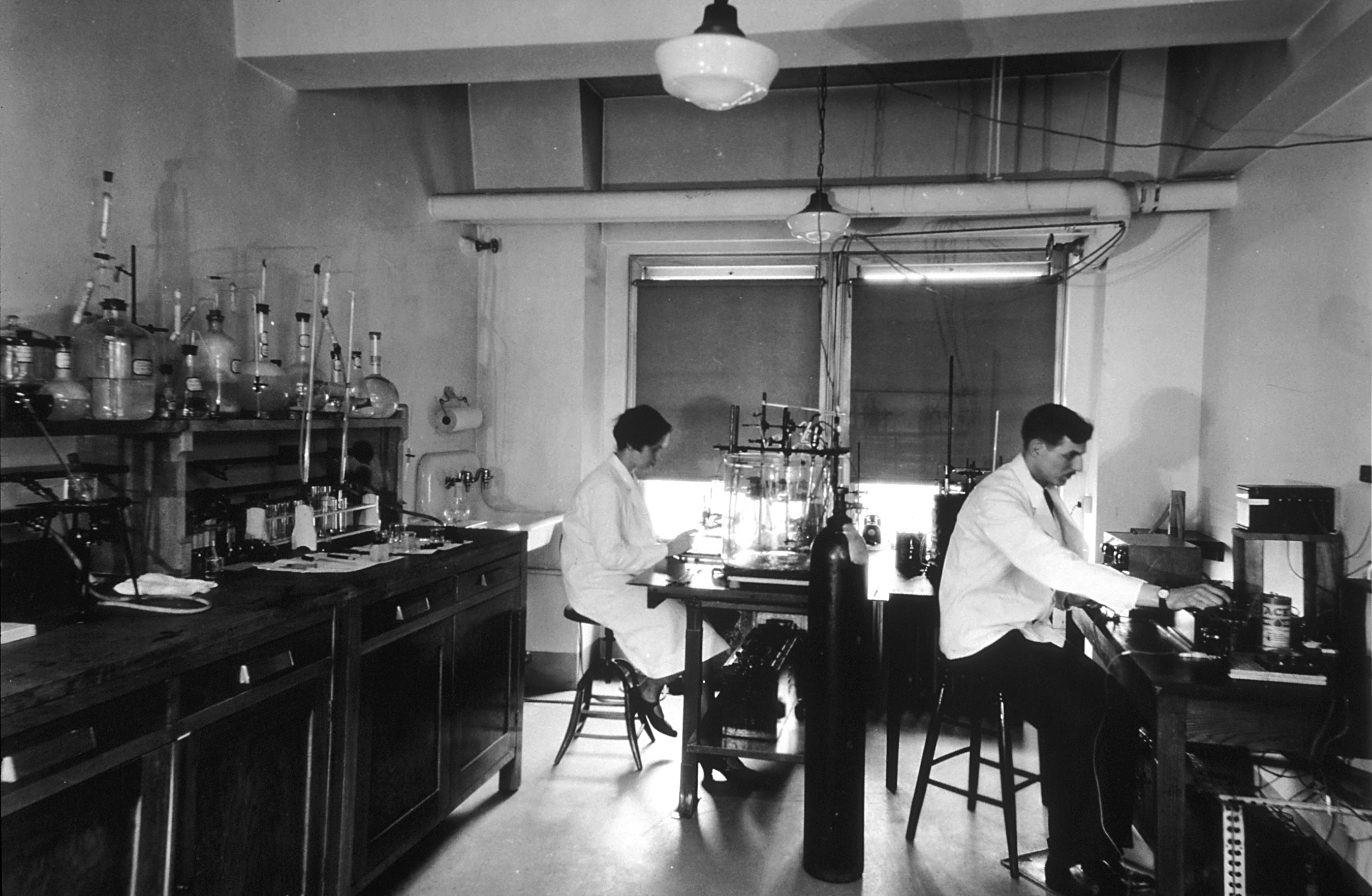 File Chemical Laboratory At The Central Cancer Research