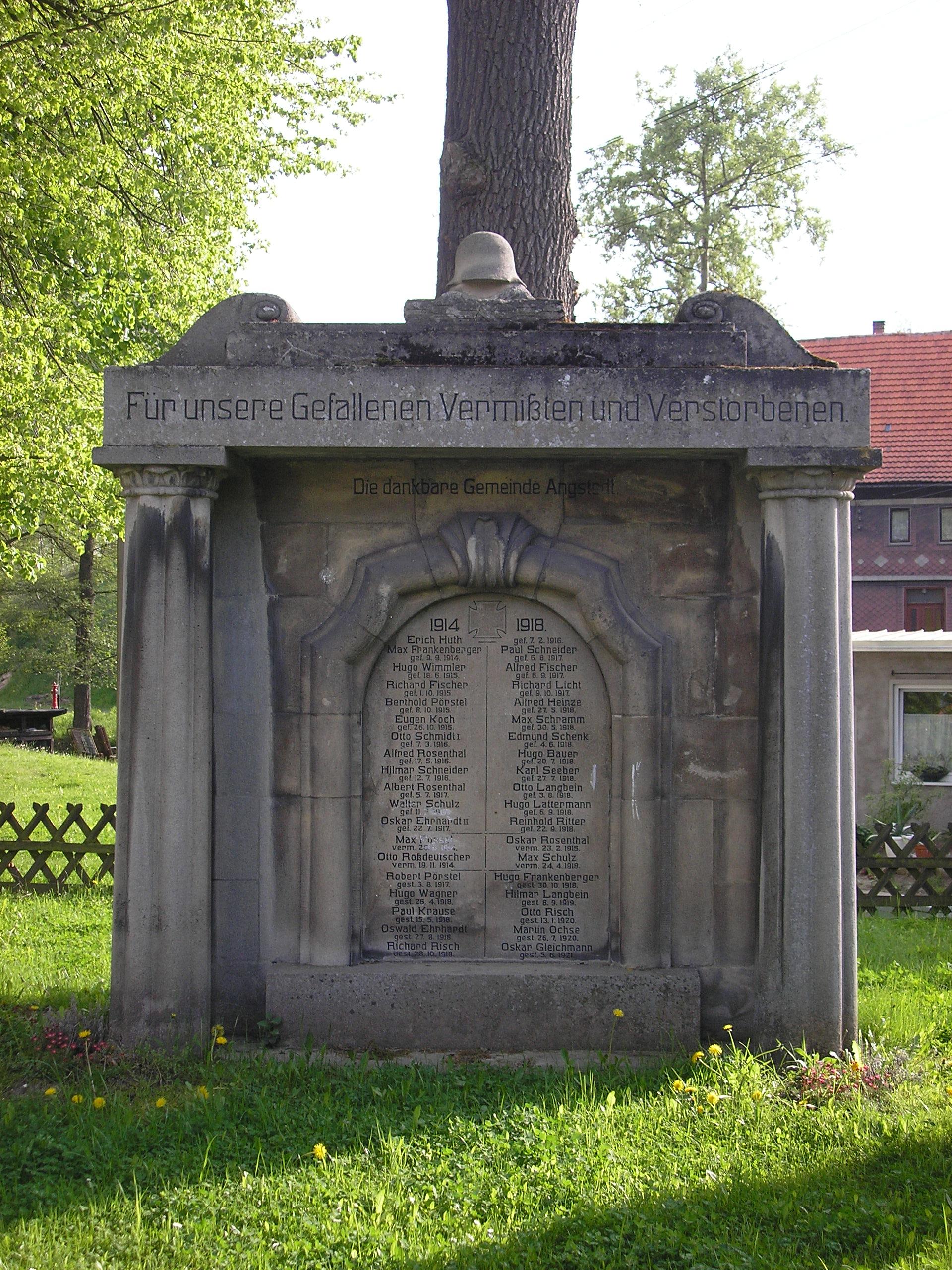 Denkmal zu Ehren der gefallenen Soldaten in Gräfinau-Angstedt (Thüringen)