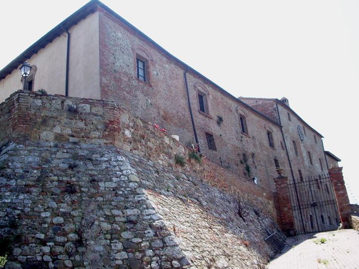Facciata sud Castello di Monte Antico (GR)