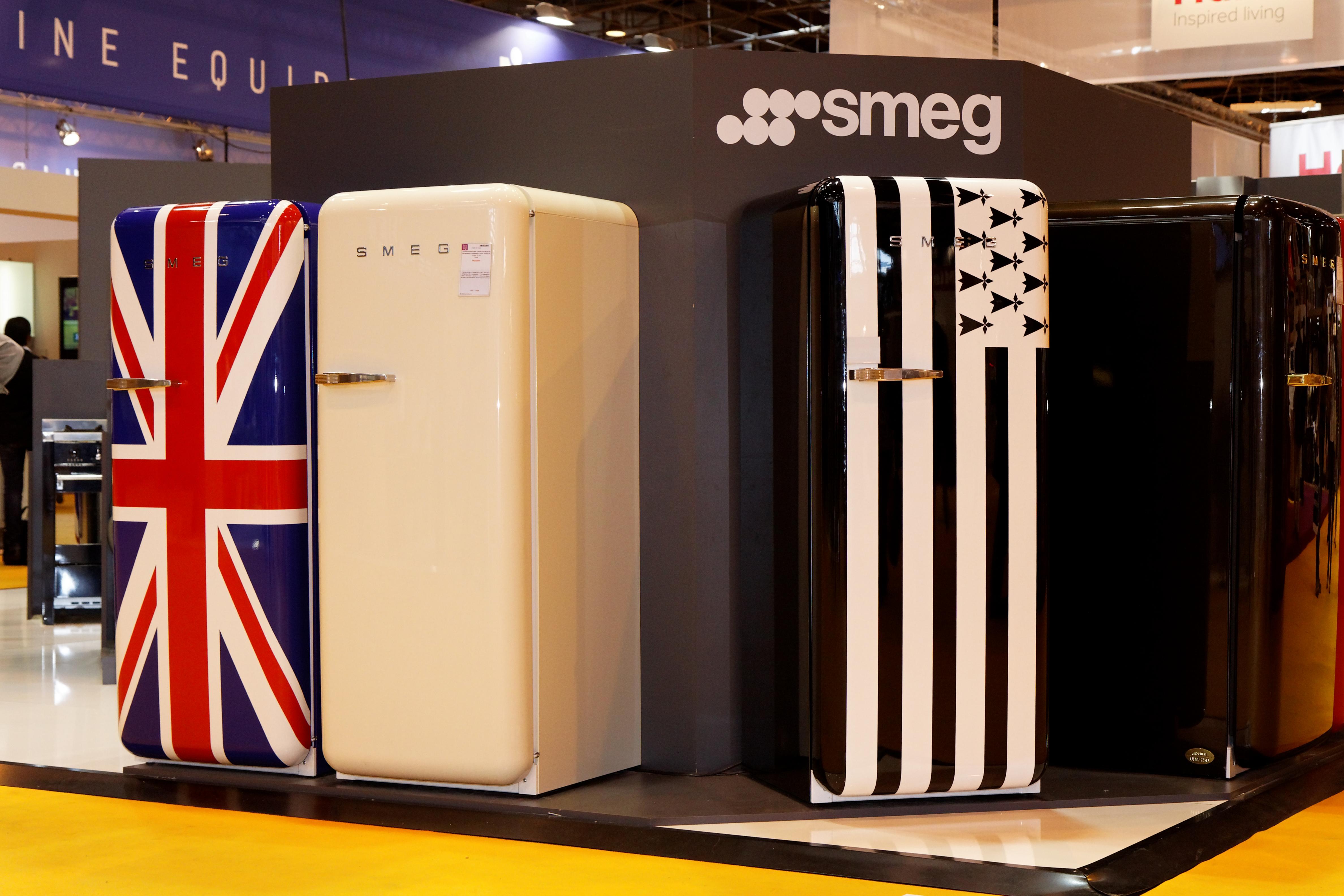 file foire de paris 2011 smeg r frig rateurs wikimedia commons. Black Bedroom Furniture Sets. Home Design Ideas