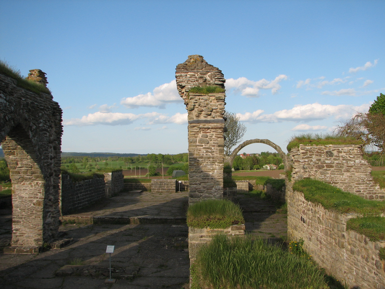 Drottning Katarinas gravsten frn Gudhems kloster - Samla