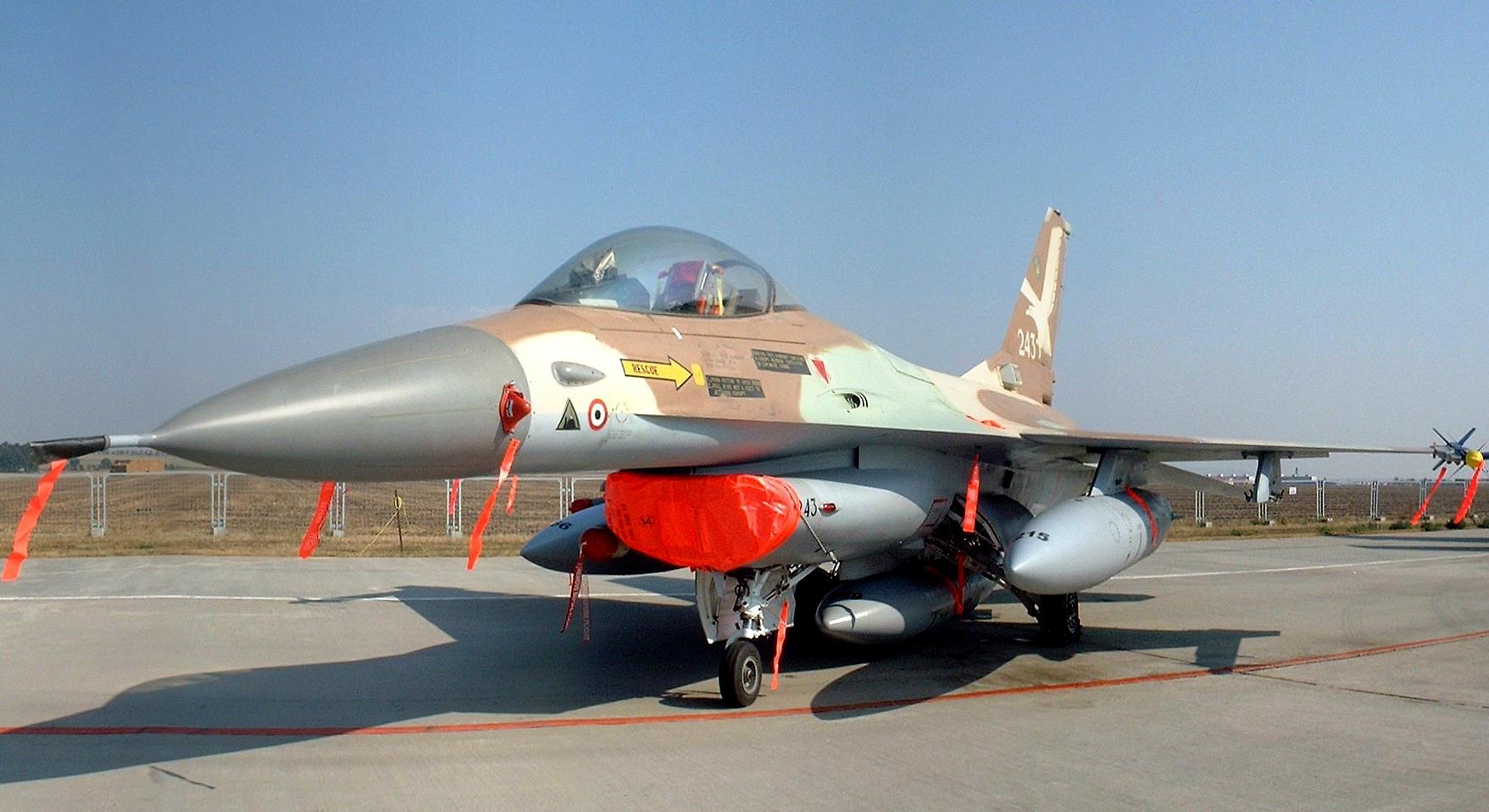 IAF F-16A Netz 243 CIAF 2004.jpg
