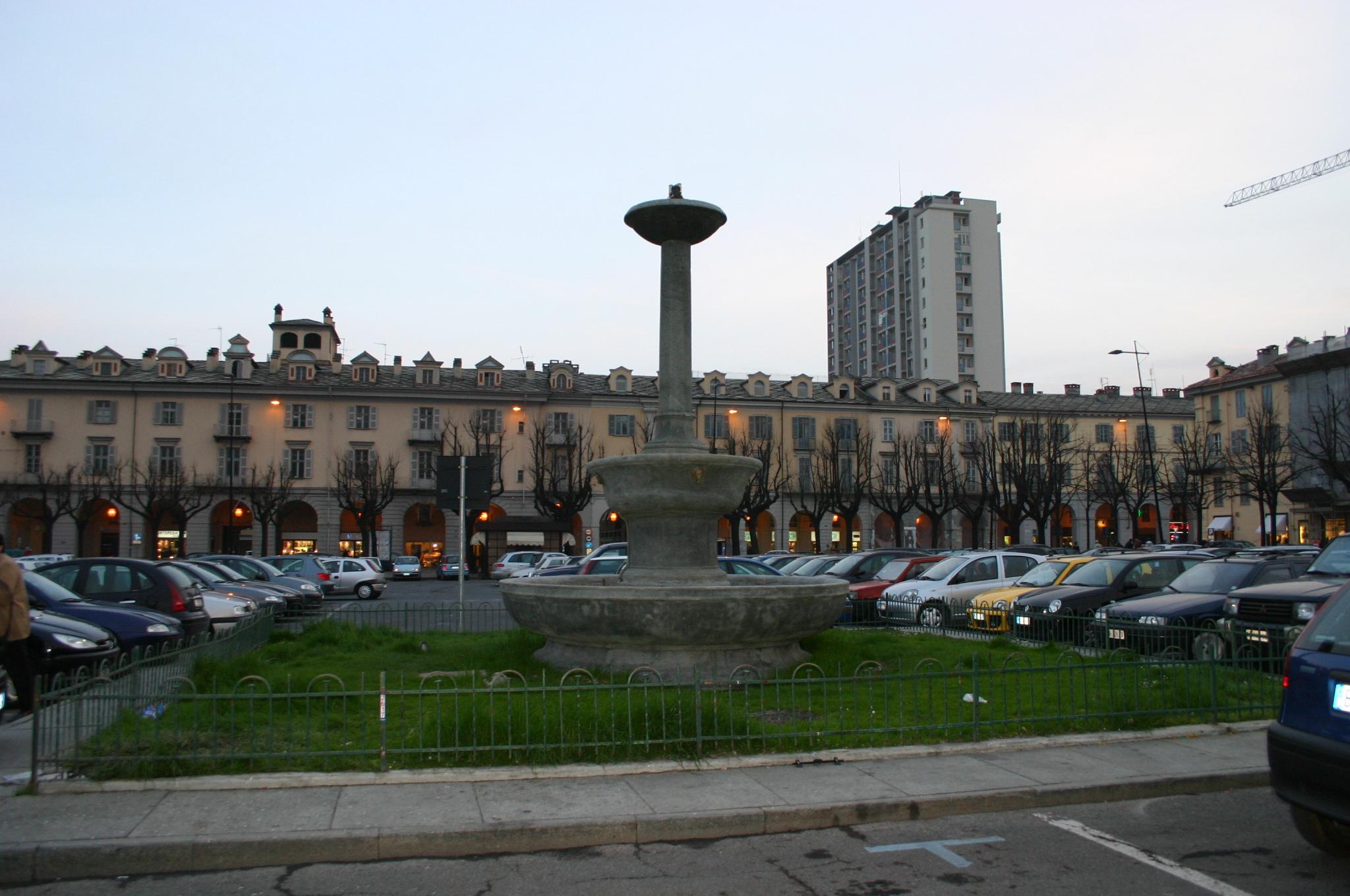 file img 7067   pinerolo   piazza del comune   foto