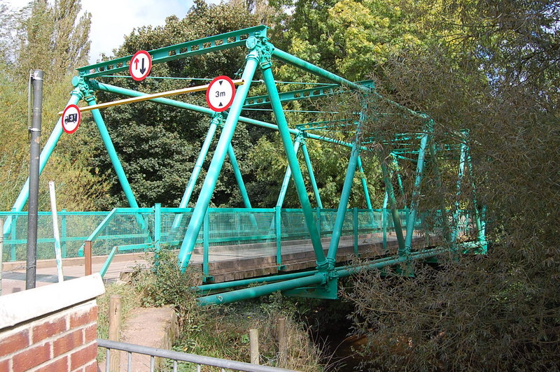 http://upload.wikimedia.org/wikipedia/commons/8/89/Inglis_bridge_over_the_river_Monnow_-_geograph.org.uk_-_1693318.jpg