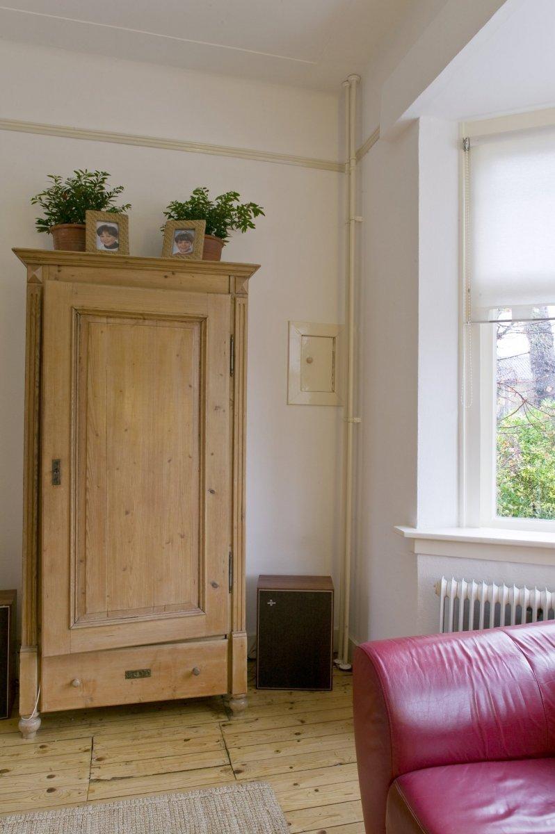 Kast in woonkamer: visuele koppeling tussen keuken en woonkamer ...