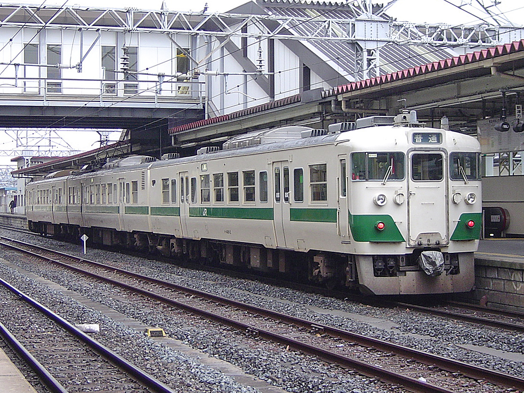 https://upload.wikimedia.org/wikipedia/commons/8/89/JNR_EC417_at_Koriyama_Station.jpg