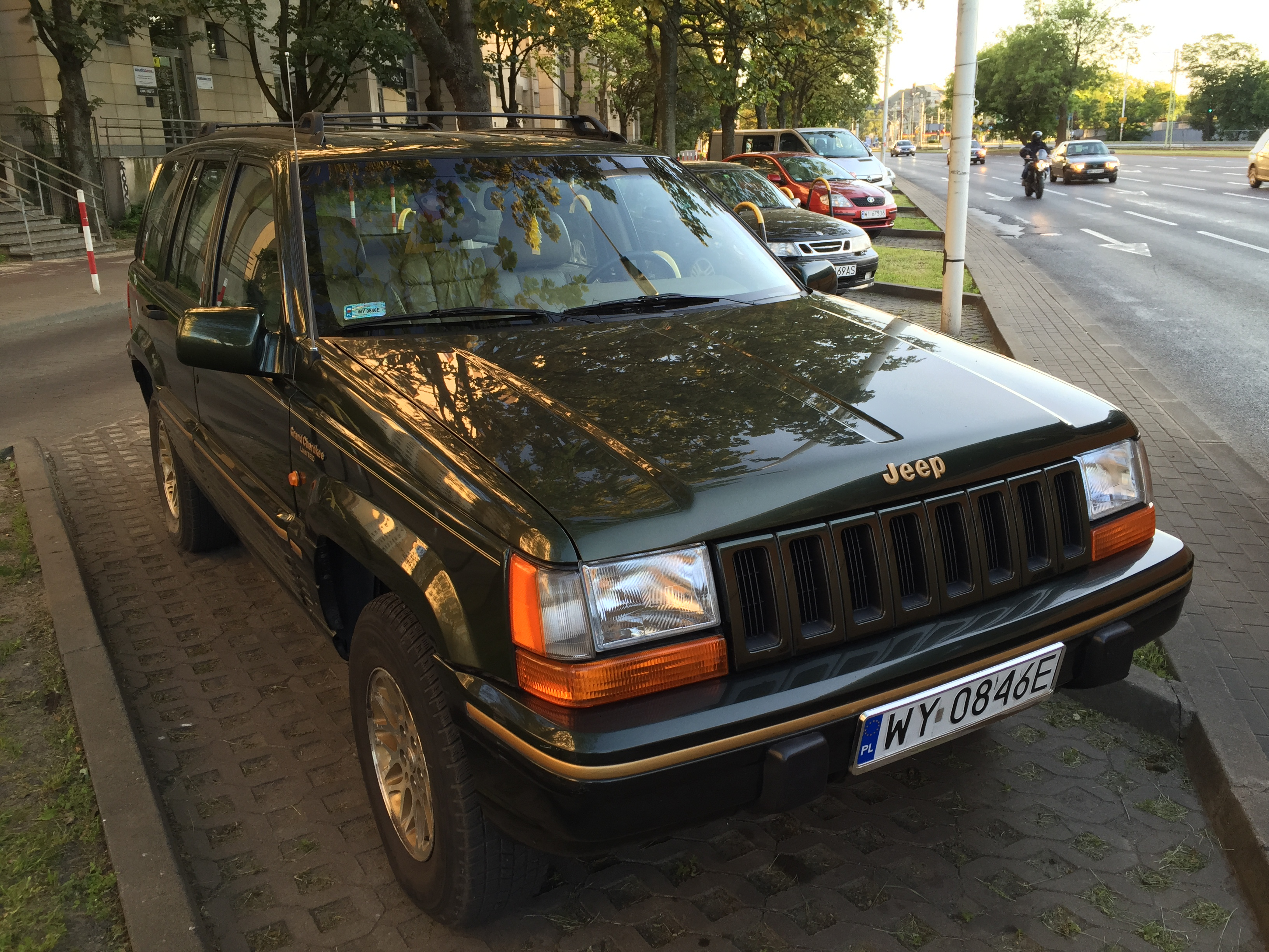 FileJeep Grand Cherokee Limited ZJ Green European Specs