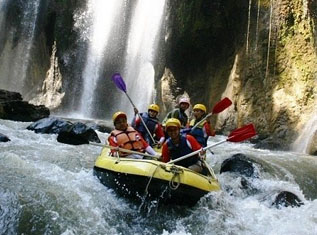 Image result for arung jeram wikipedia indonesia