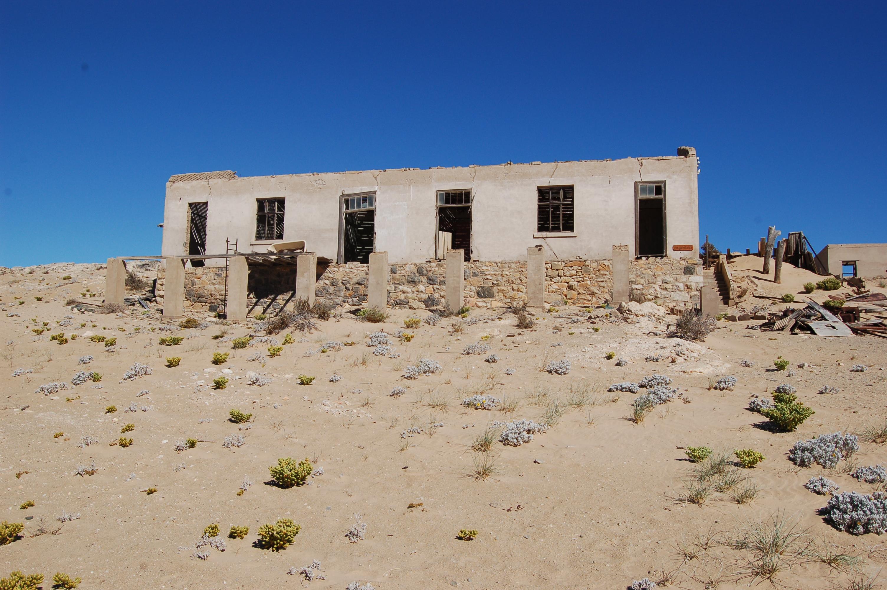 File:Kolmanskop, Namibia-1.jpg - Wikimedia Commons