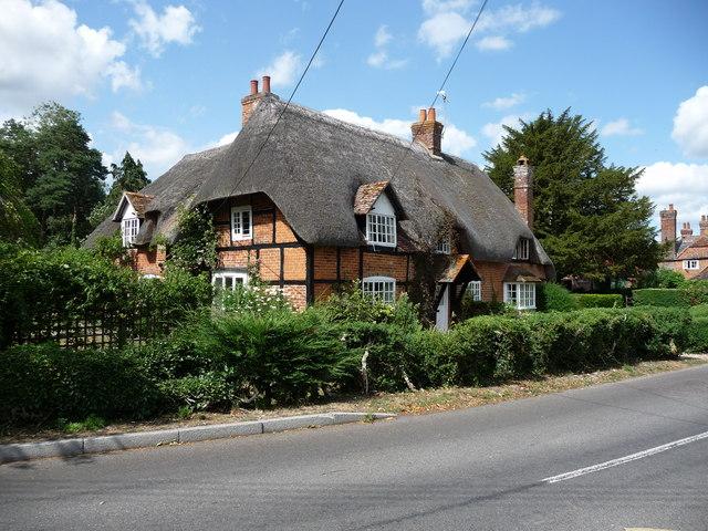 Longparish - Cottage - geograph.org.uk - 1423094.jpg