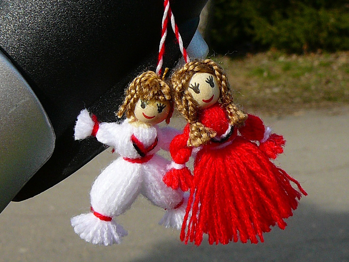 A martenitsa in the form of Pizho and Penda
