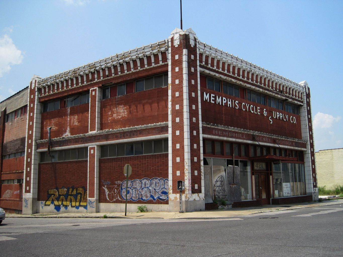 File:Memphis Cycle and Supply Co building Memphis TN 2013-07