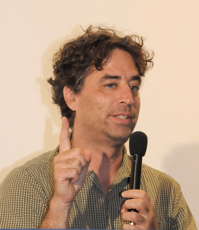 Michael Hardt speaking at the Seminário Internacional Mundo. 2008
