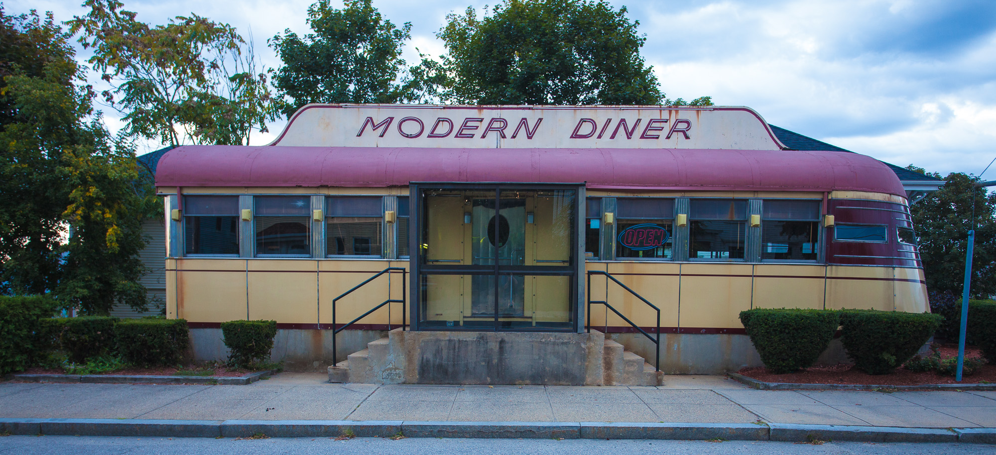 File modern diner pawtucket ri wikimedia commons for Diner picture