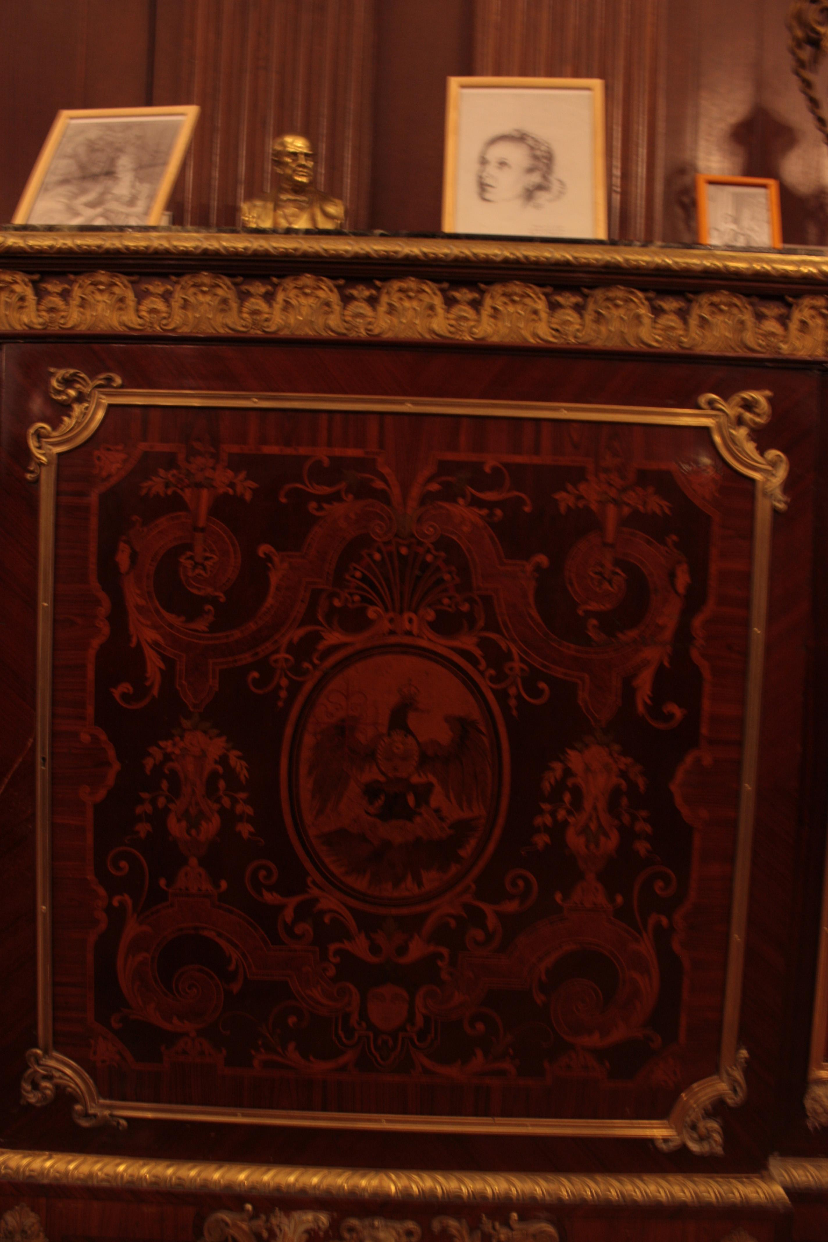 File Mueble Con Escudo De La Ciudad En El Sal N Eva Per N  # Muebles Salon Eos