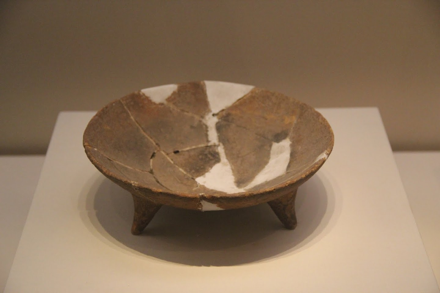 File:Neolithic pottery bowl with legs, Cishan culture ...