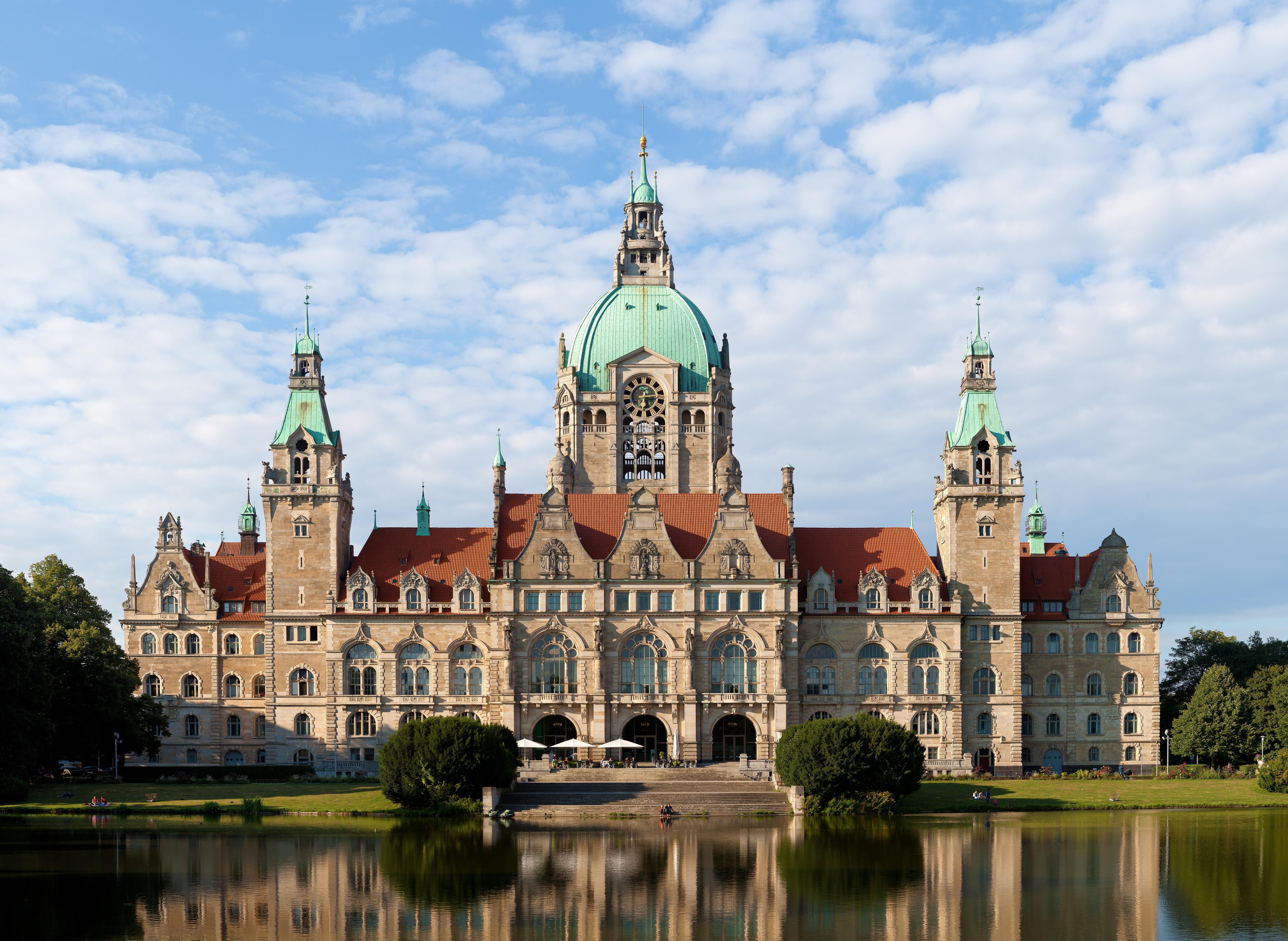 Die hannoveranische Lautung ist dem heutigen Standarddeutsch sehr verwandt. (Das Neue Rathaus in Hannover)