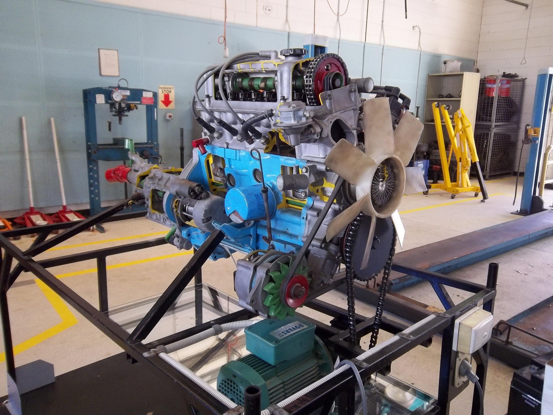 File:Nissan L18 cutaway motor.jpg