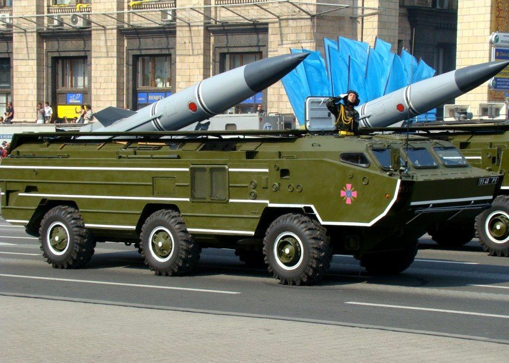 Além dos explosivos padrão, o míssil Scarab/Tochka pode ser equipado com ogivas anti-tanque, antipessoal, anti-pista ou anti-radar.