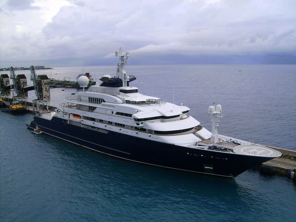 Yacht Octopus by Peter Sleeckx, 2 December 2006