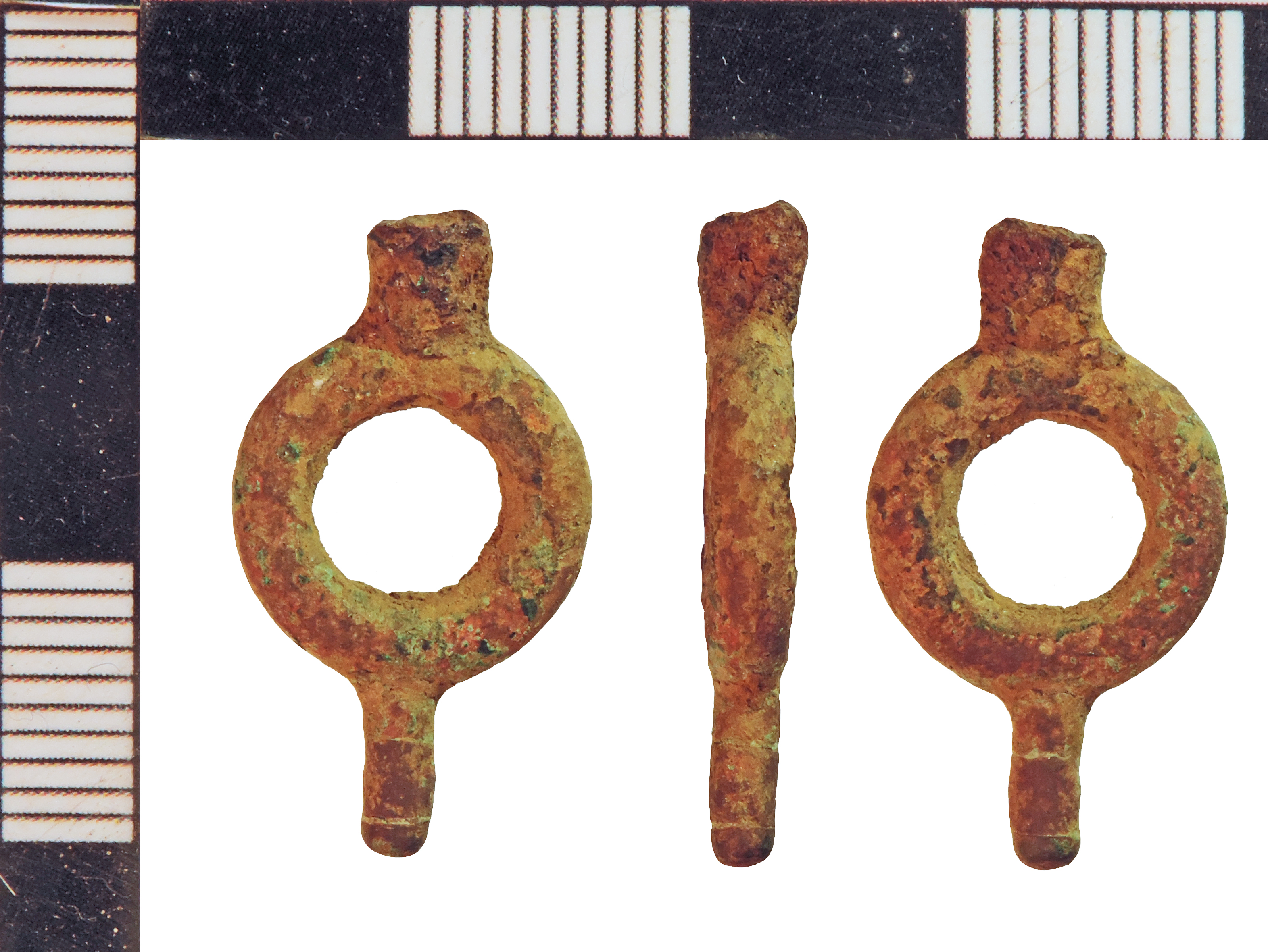 File:Post-Medieval Watch Winder (FindID 790972).jpg